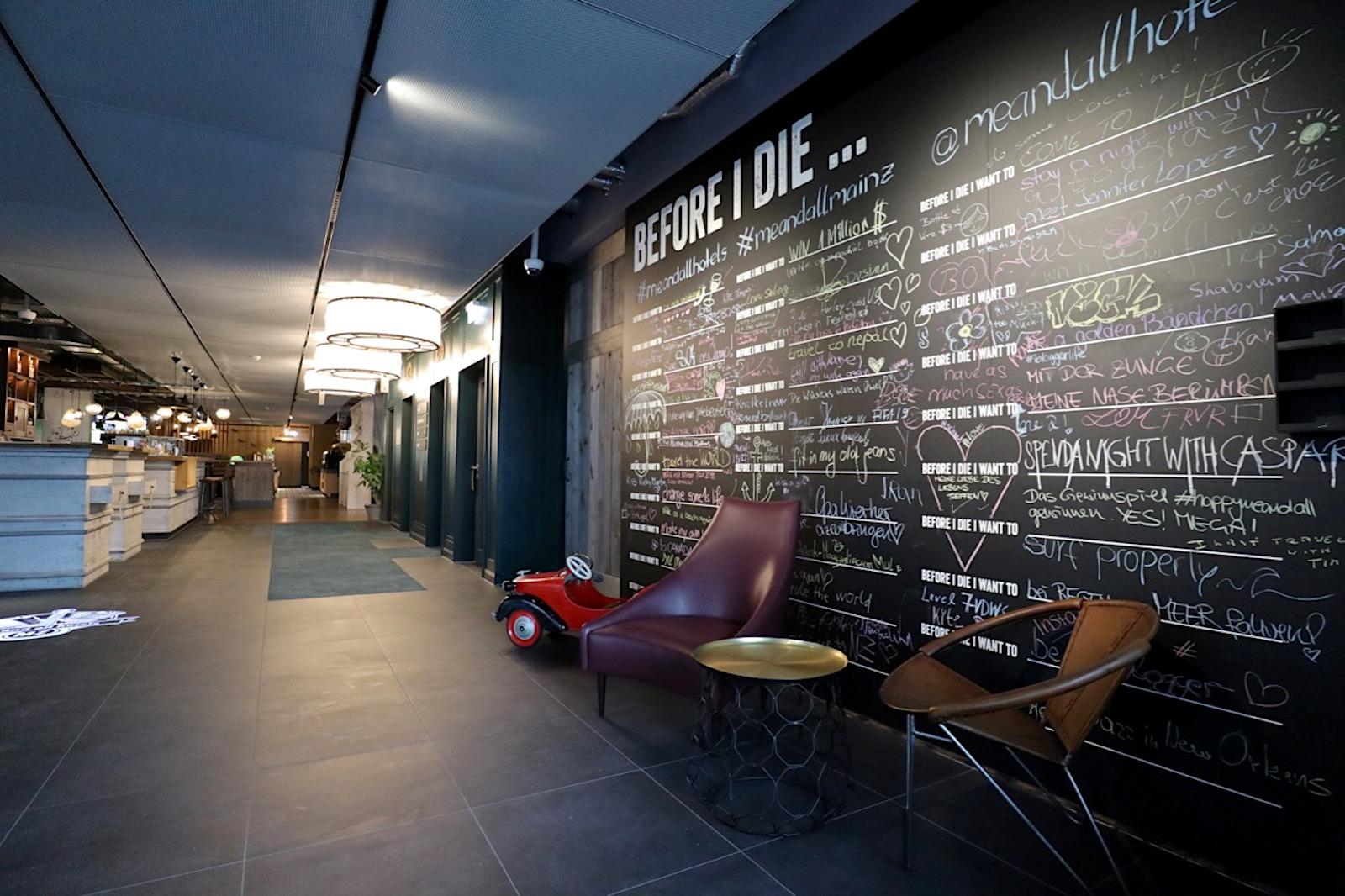 """""""me and all hotel mainz"""". An der Binger Straße in Richtung des Mainzer Hauptbahnhofes ist ein neues me and all hotel mit 162 Zimmern entstanden ..."""
