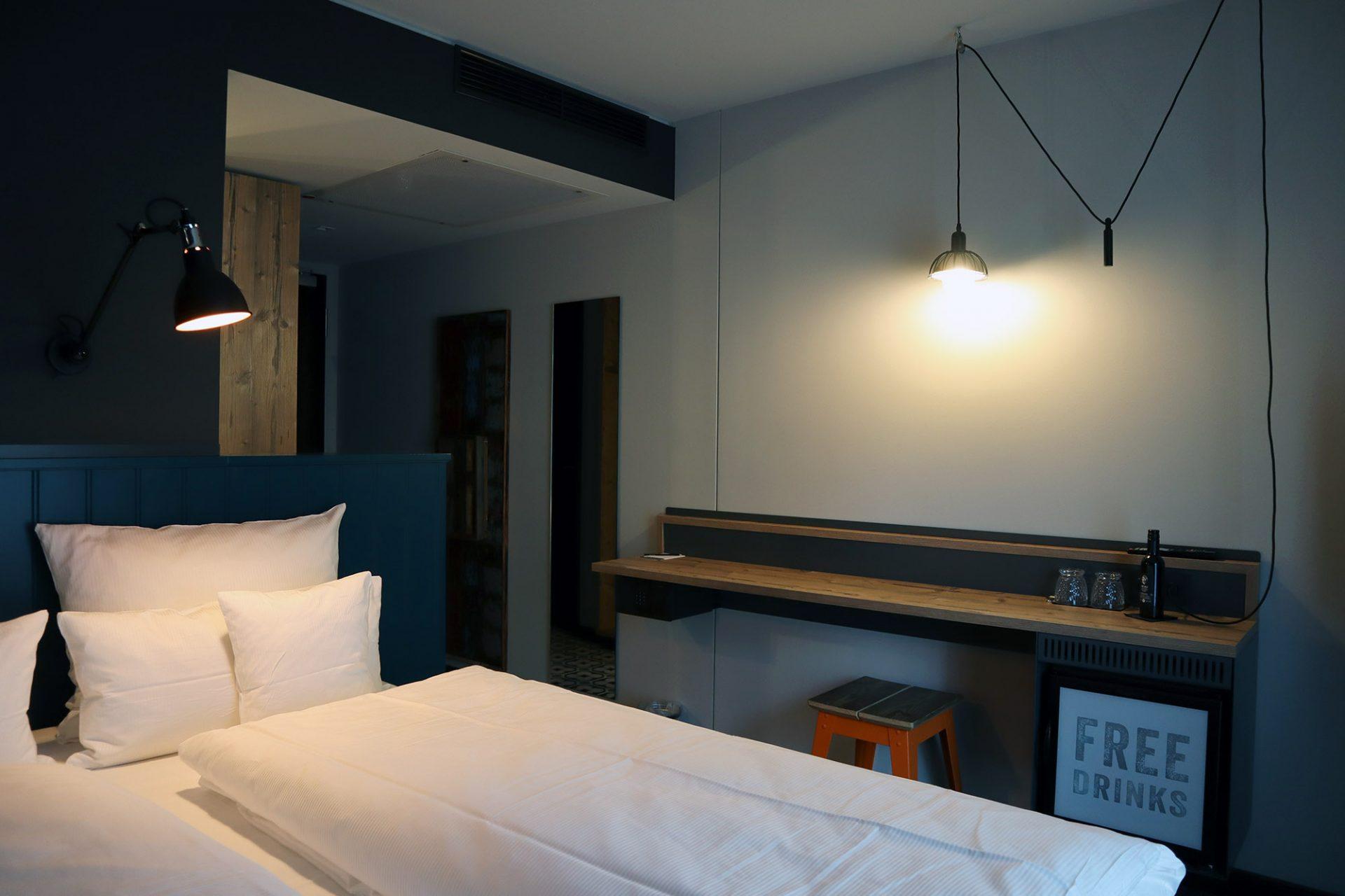 """me and all hotel mainz"". ... sogenanntes ""Viele-Kissen-Konzept"" in dem ..."