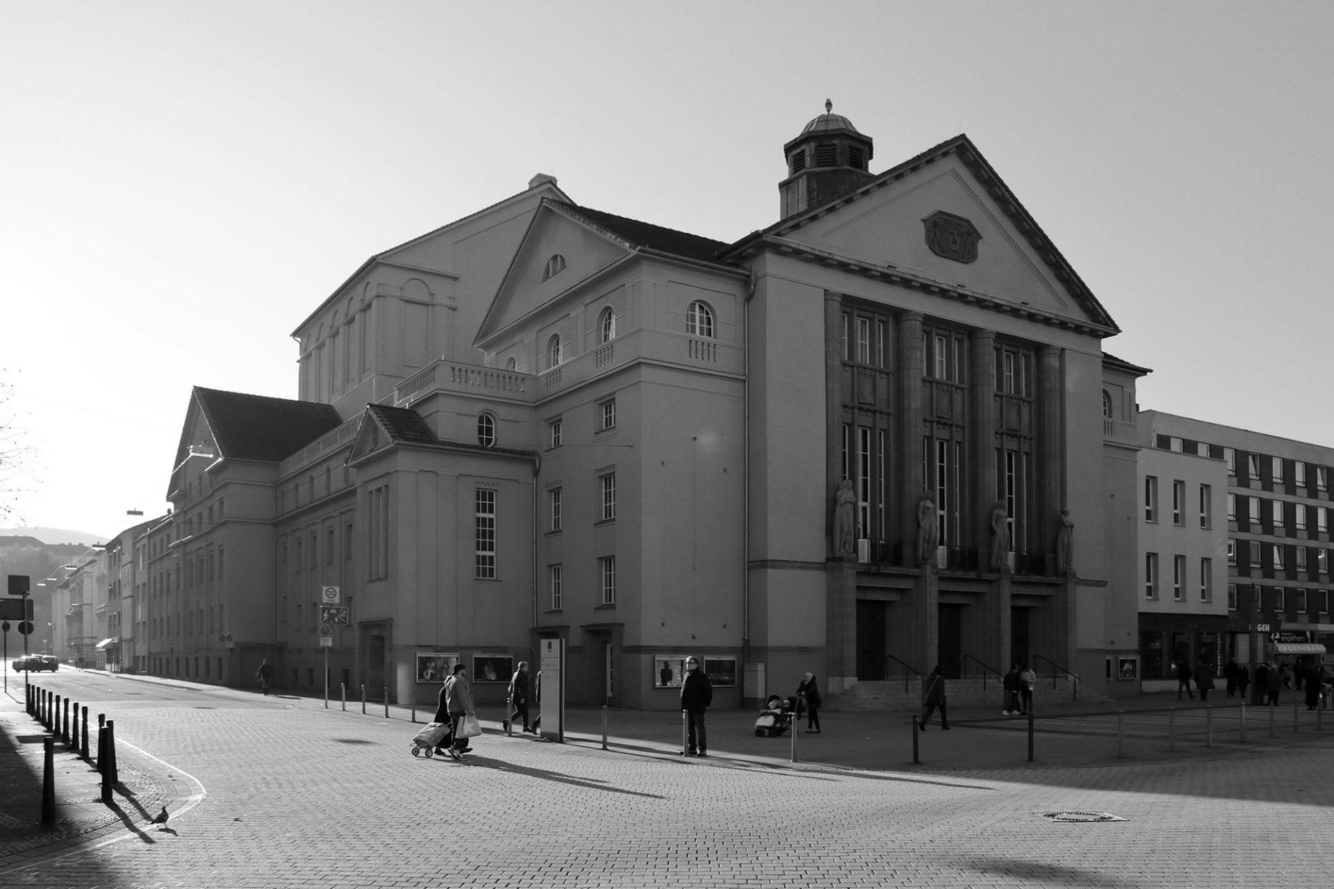 Theater Hagen. ... nach Entwürfen des Architekten Ernst Friedrich Vetterlein errichtet.