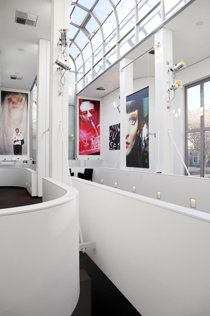 """Schauspielhaus Dortmund. Das angrenzende """"Kleine Haus"""" mit seinem kurvig lichten Foyer wurde mehrfach erweitert und umgebaut."""