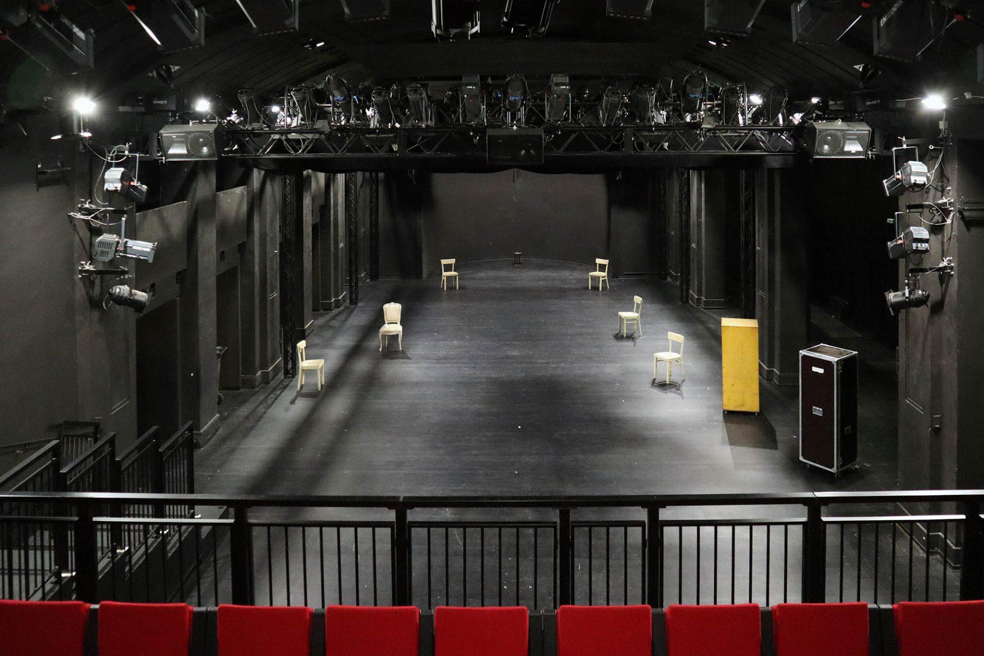 Theater an der Ruhr. Der frühere Kursaal mit gewölbter Decke und Orchestermuschel ist heute die zentrale Spielstätte des Theaters.