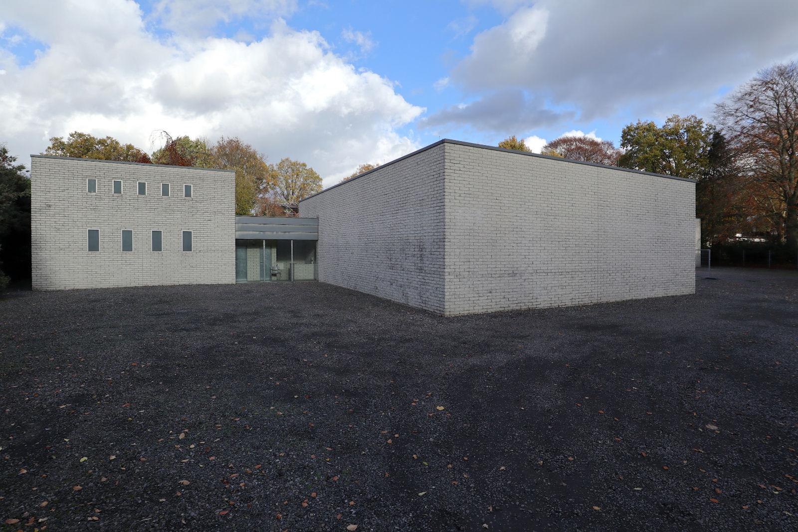 Situation Kunst (für Max Imdahl). 1990 wurde das Museum Situation Kunst (für Max Imdahl) fertiggestellt (Entwurf: Peter Forth) und 1991 in das Eigentum der Ruhr-Universität Bochum (RUB) überführt.