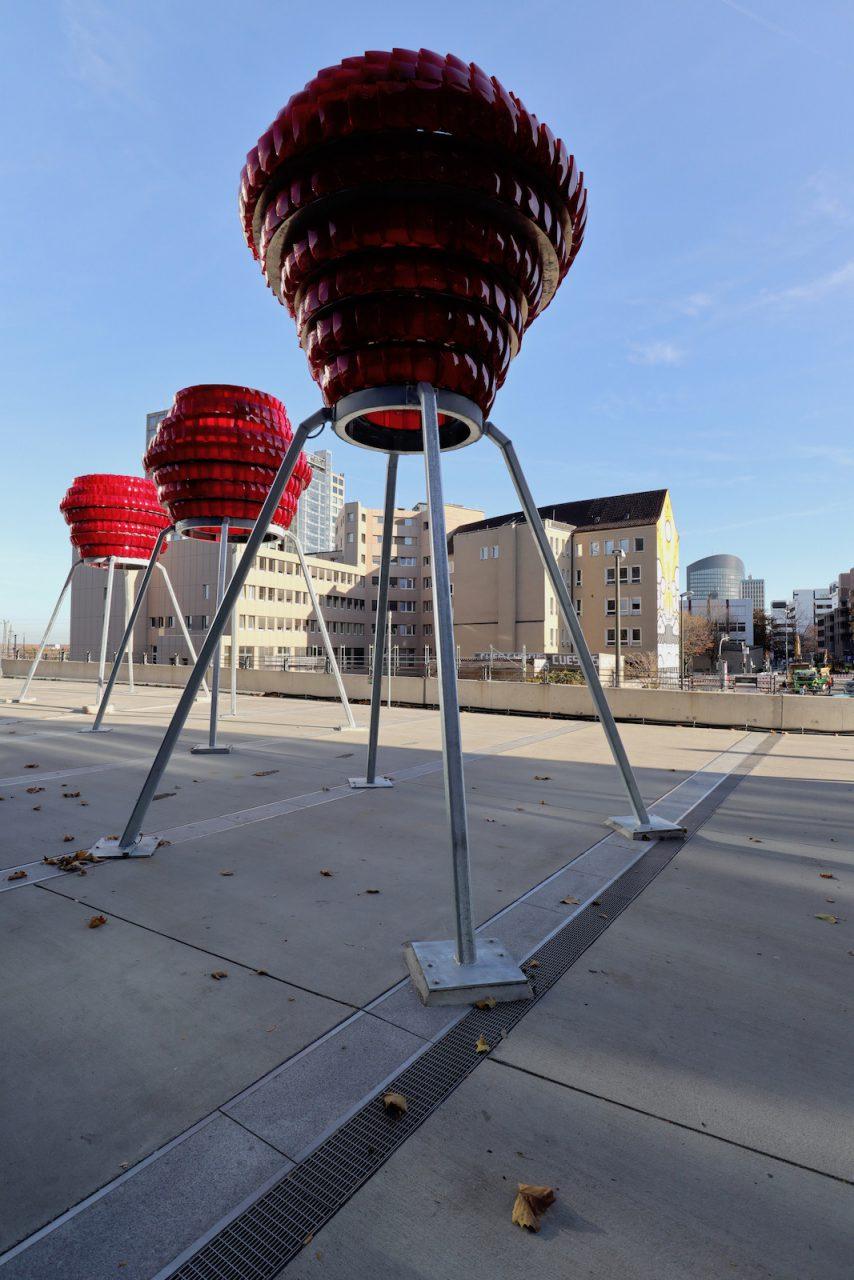 Dortmunder U. Die Leuchtskulpturen vor dem U haben Wolfgang Winter und Berthold Hörbelt gestaltet. Das Werk des Frankfurter Bildhauerduos wurde im Herbst 2018 aufgestellt.