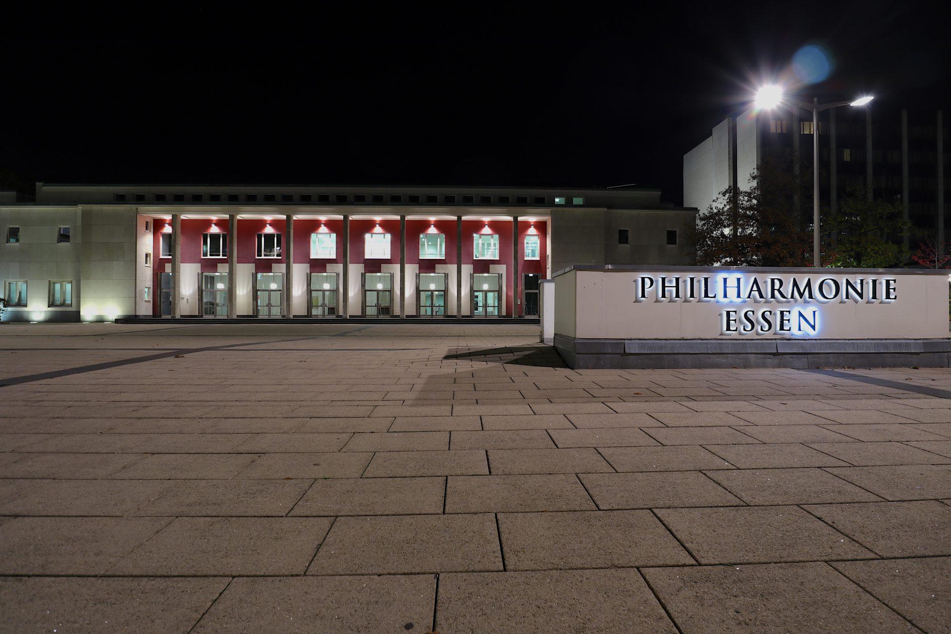 Philharmonie. Sie ist die älteste Institution der drei Spielstätten und steht im starken Kontrast zu Aaltos beschwingtem Musiktheater.