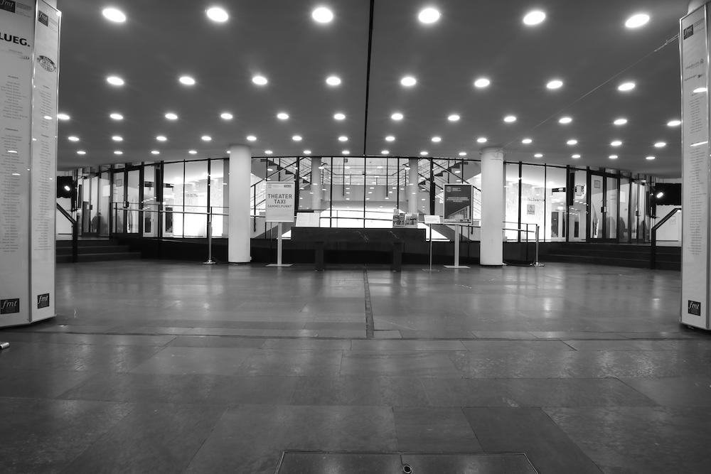 """Musiktheater im Revier. ... Gesamtkunstwerk des """"Internationalen Stils"""" konzipiert, das auch durch das Bauhaus inspiriert war."""