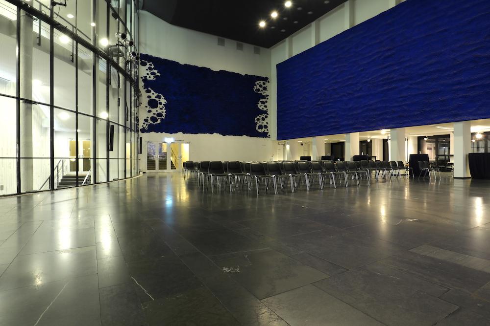 Musiktheater im Revier. Mit Ruhnau und anderen Künstlern, darunter u. a. Jean Tinguely, Paul Dierkes, Norbert Kricke) entwickelte Yves Klein ...