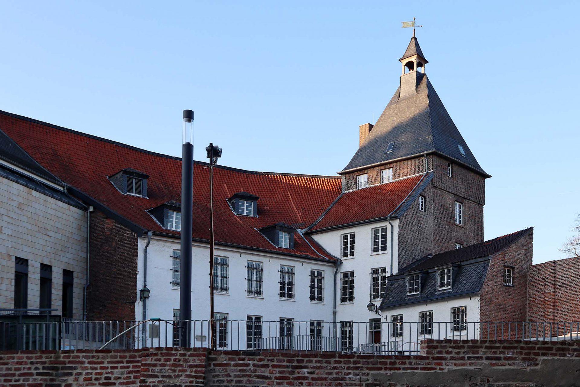 Schlosstheater Moers. Das erste Gebäude des Schlosses stammt aus dem 13. Jahrhundert.