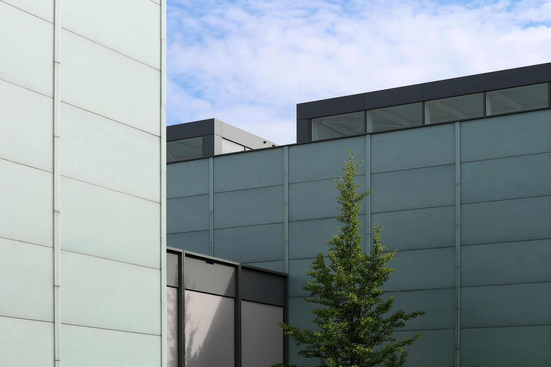Museum Folkwang. Die Fassaden sind mit recycelten lichtgrünen Glaselementen bekleidet.