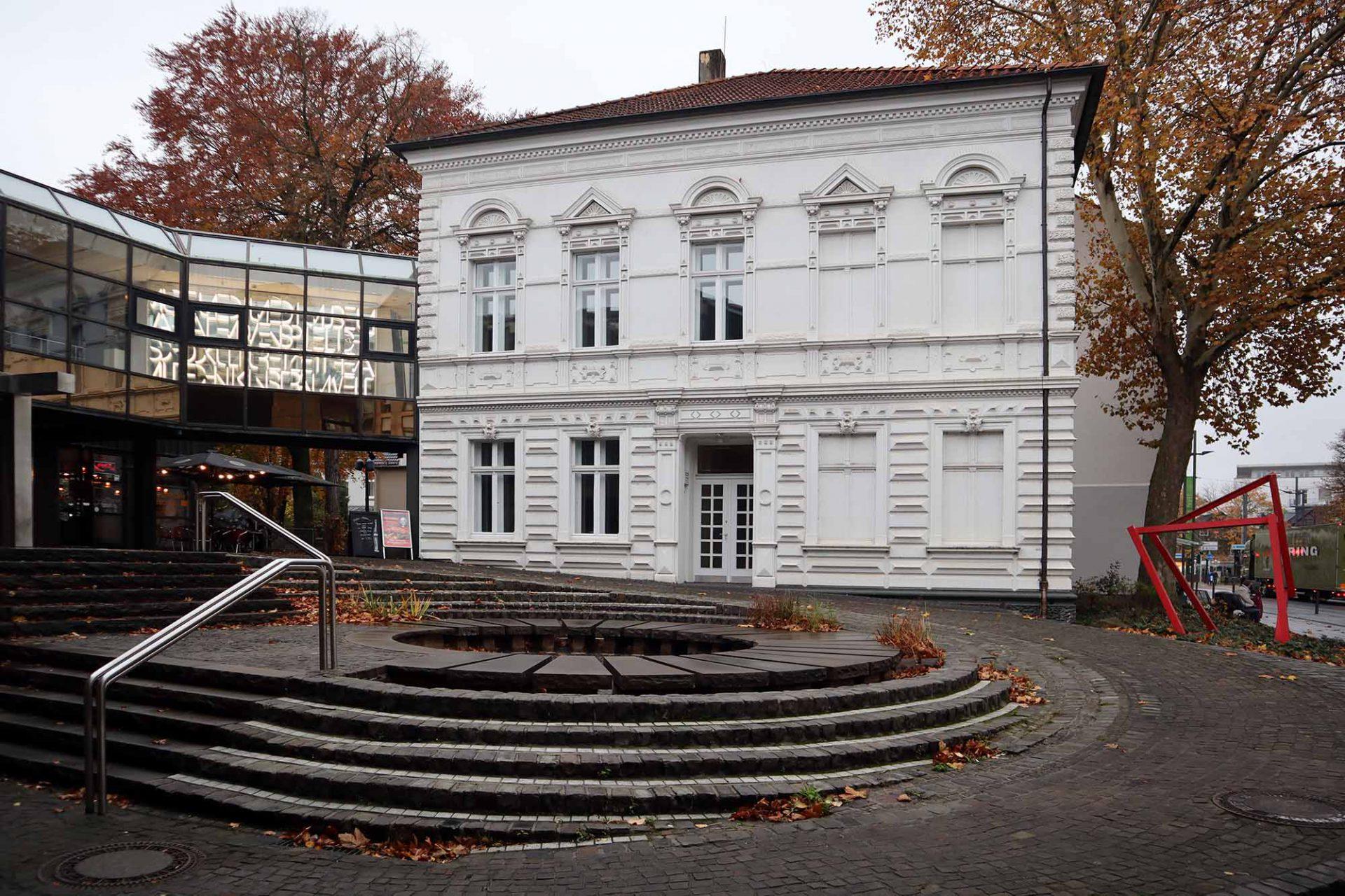 Kunstmuseum Gelsenkirchen. Ein Brückenbauwerk verbindet beide Gebäude.
