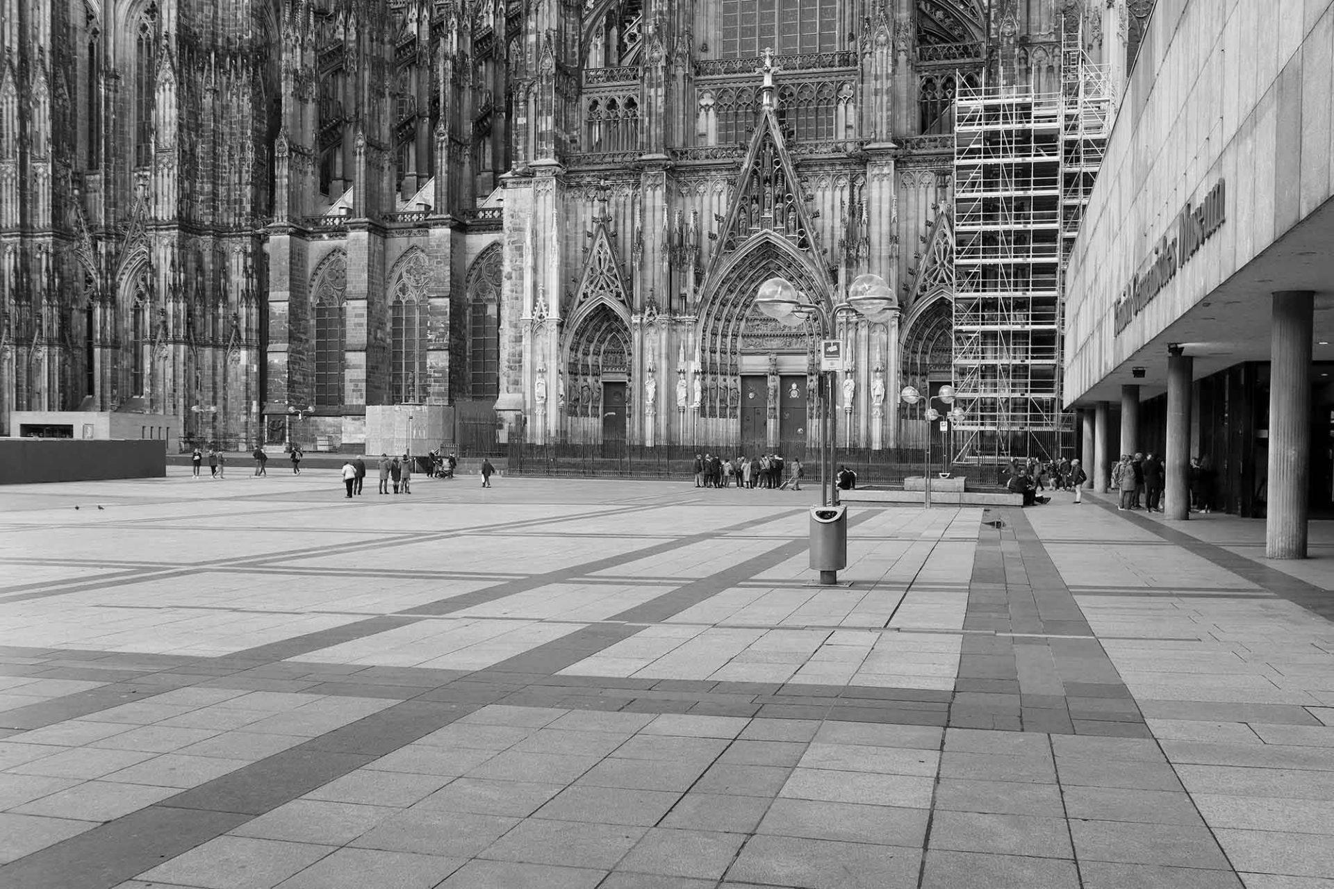 Dombauhütte Köln. Der Grundstein des Kölner Domes wurde 1248 gelegt. Seitdem besteht auch die Dombauhütte und zählt noch heute zu den besten in Europa.