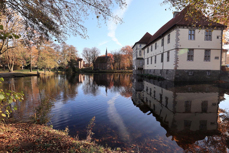 Emschertal-Museum Herne, Städtische Galerie. Es wurde 1986 mit der Schlossanlage Strünkede unter Denkmalschutz gestellt.