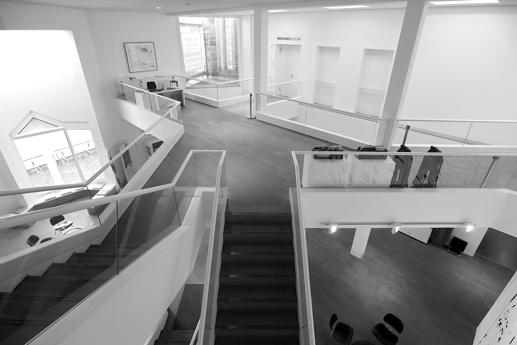 Märkisches Museum. Die einzelnen Gebäudebereiche sind mit verschiedenen Ebenen und Wegen miteinander verbunden.
