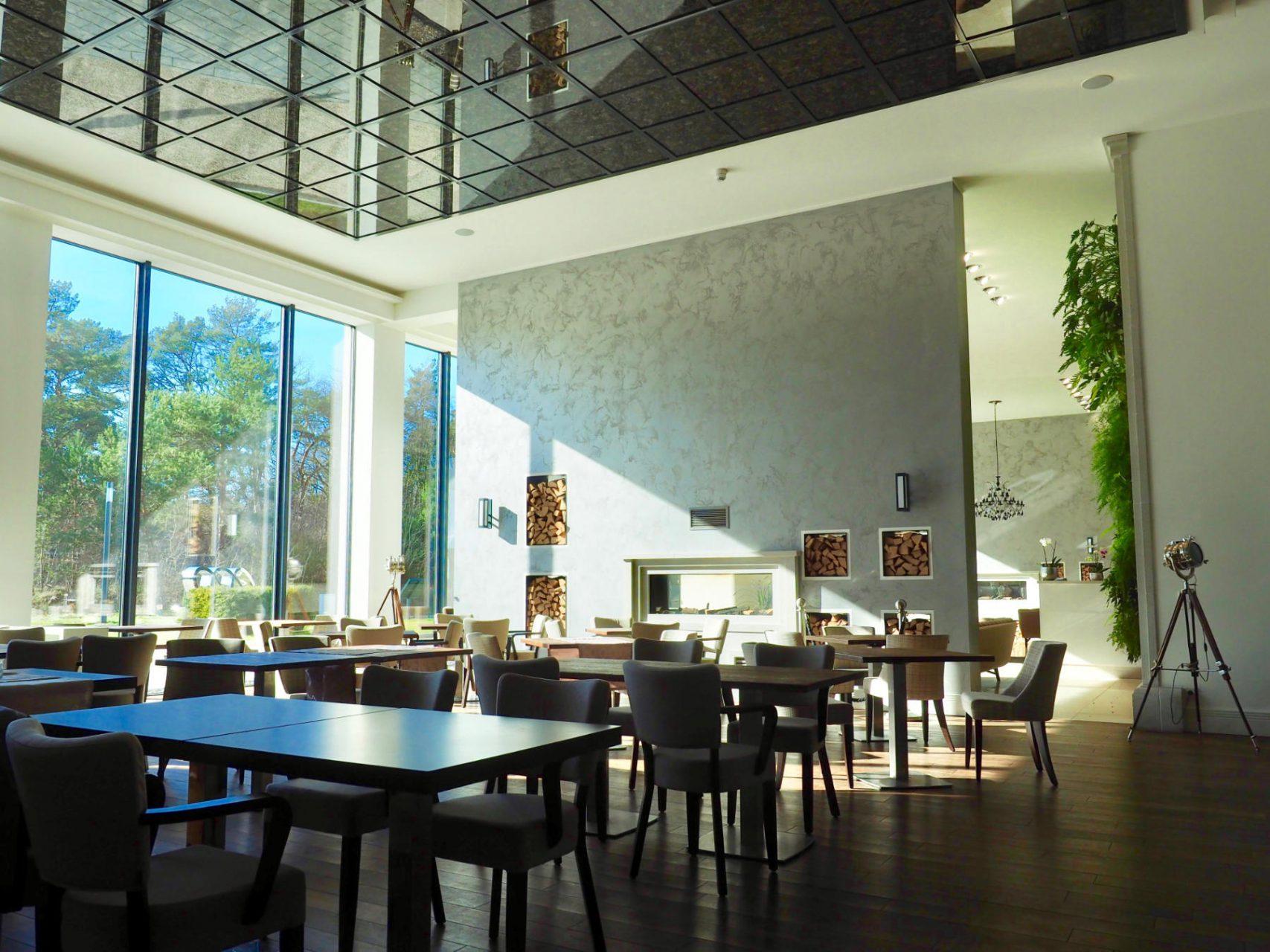 Speisesaal. Rund siebzig Gäste können sich hier bewirten lassen.