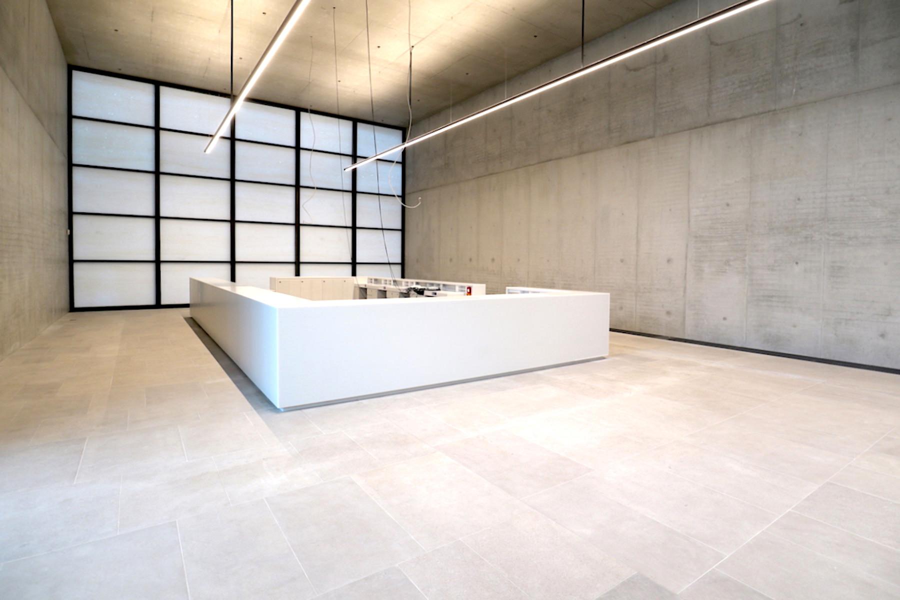 James-Simon-Galerie. ... Fußbodenbeläge aus Muschelkalk, in Kombination ...