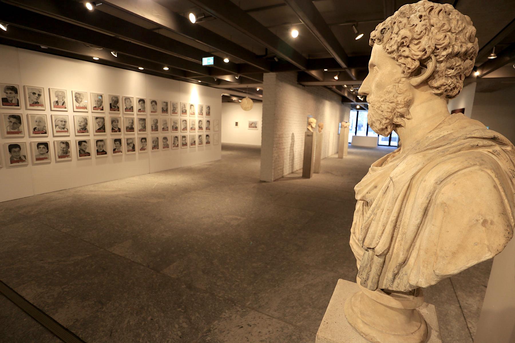 Campusmuseum. mit der Antiken- und Münzsammlung sowie die Sammlung Moderner Kunst u. a. mit ...