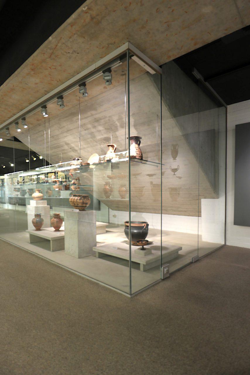 Campusmuseum. ... Arbeiten von Alberto Giacometti, Joseph Beuys, Gotthard Graubner, Richard Serra, Günther Uecker, Gerhard Richter und James Turrell.