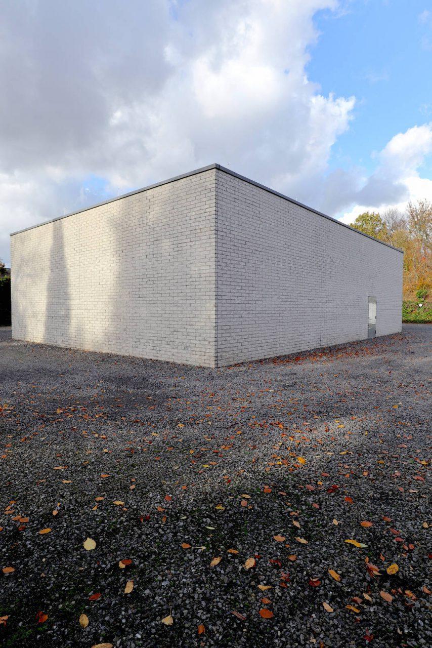 Situation Kunst (für Max Imdahl). Das Ensemble mit bedeutenden Werken der zeitgenössischen Kunst wurde 1991 den Kunstsammlungen der Ruhr-Universität Bochum angegliedert.
