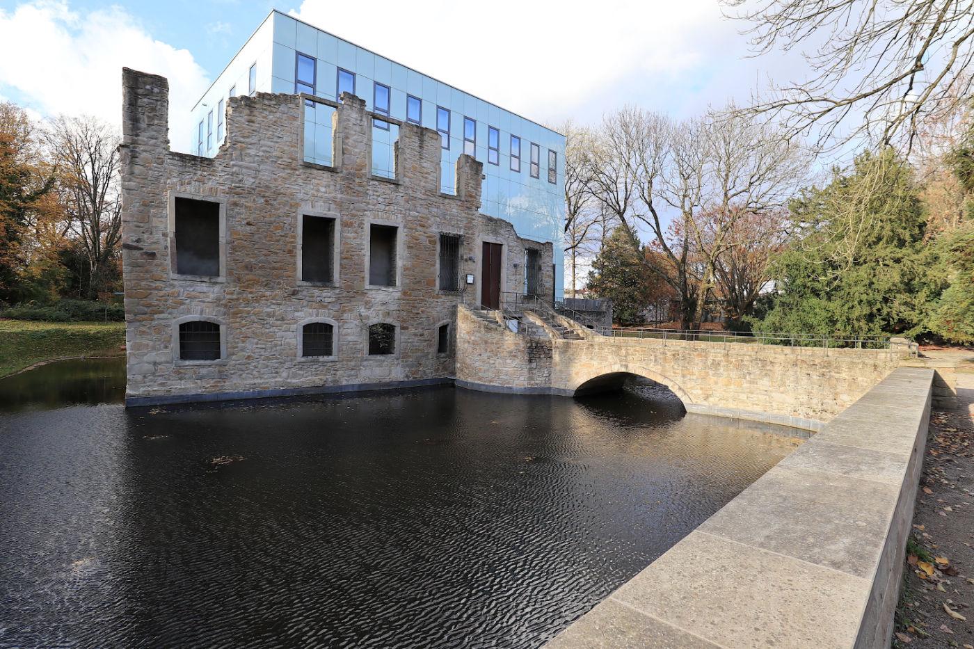 Situation Kunst (für Max Imdahl). Der Bochumer Architekt Peter Forth plante die erste Baustufe. Danach gab es mehrere Erweiterungen wie hier der Kubus von ...