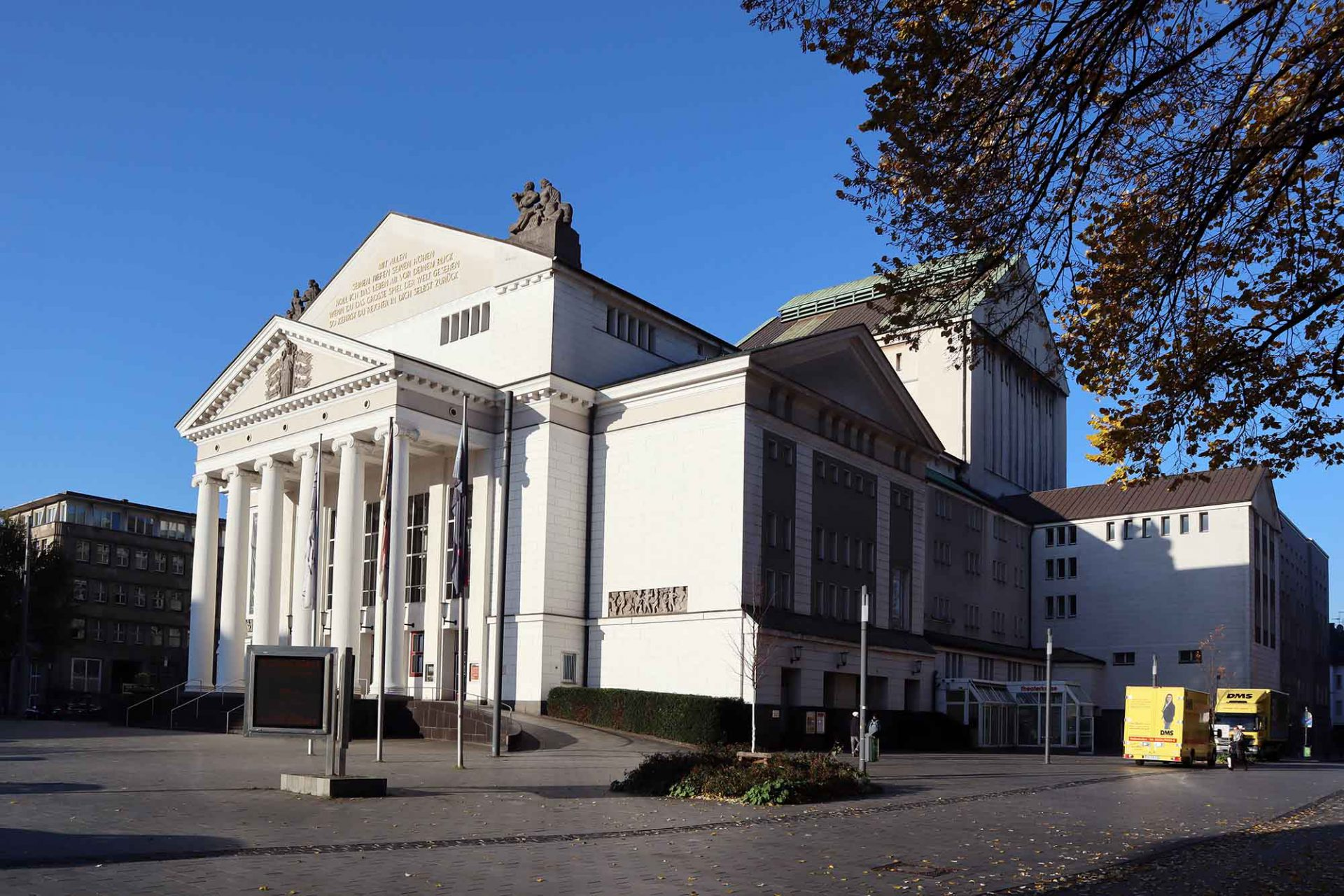 Theater Duisburg. Martin Dülfer, 1912. Wiederaufbau nach dem Zweiten Weltkrieg: Siegfried von Tiling, Friedrich Leykauf, Hermann Adolphi.