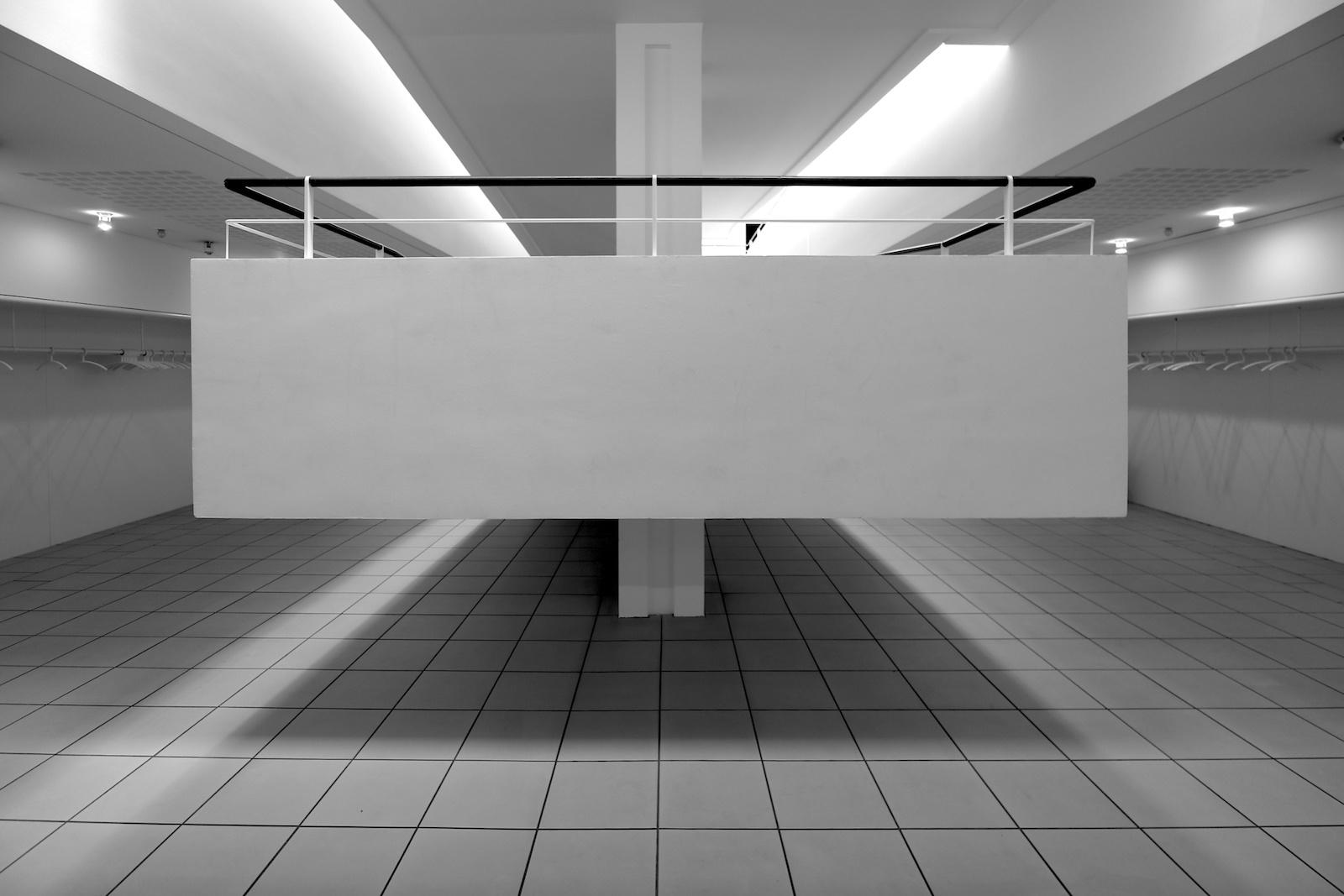 Gustav-Lübcke-Museum. Die Rampe ist ein wichtiges Merkmal, ähnlich wie im Kunstmuseum Bochum, das die dänischen Architekten Anfang der 1980er-Jahre planten.