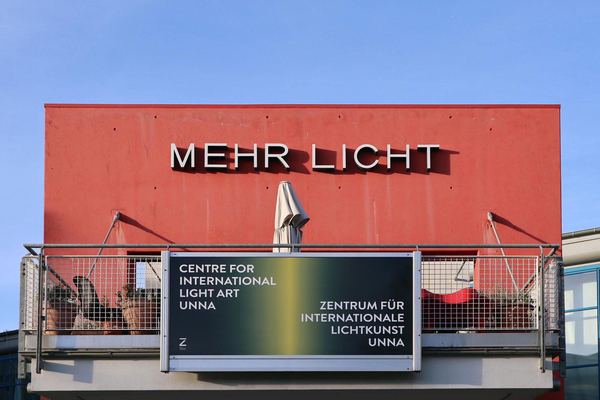 Zentrum für Internationale Lichtkunst. Das Gebäude der Lindenbrauerei wurde 1859 fertiggestellt. Der Umbau erfolgte 1991 zum Zentrum für Information und Bildung. Die Ausstellungsräume für die internationale Lichtkunst gibt es seit 2001. Die Lindenbrauerei ist Teil der Route der Industriekultur.