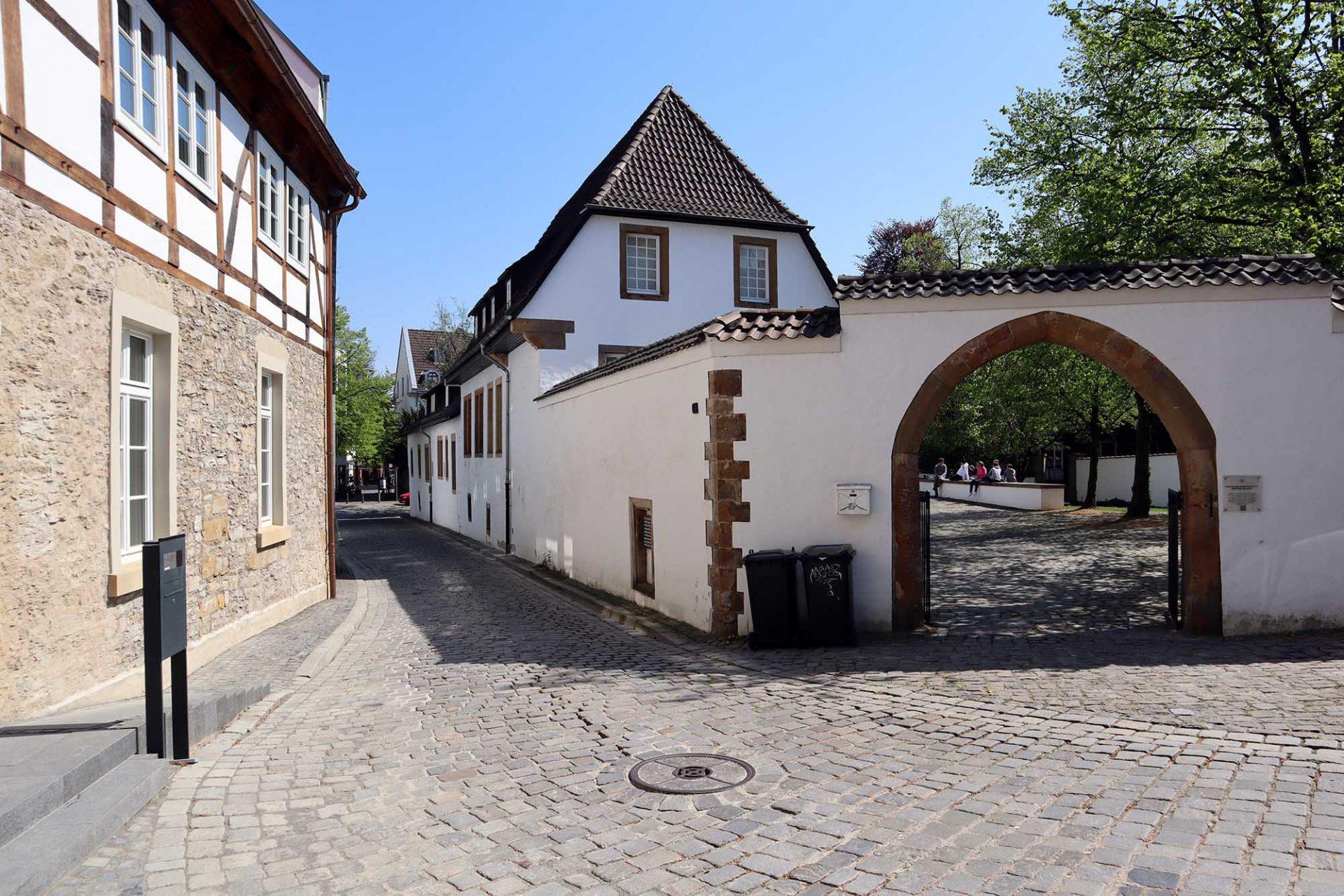 Bielefelder Kunstverein. Die Einrichtung befindet sich in einem ehemaligen Adelshof aus dem 16. Jahrhundert.