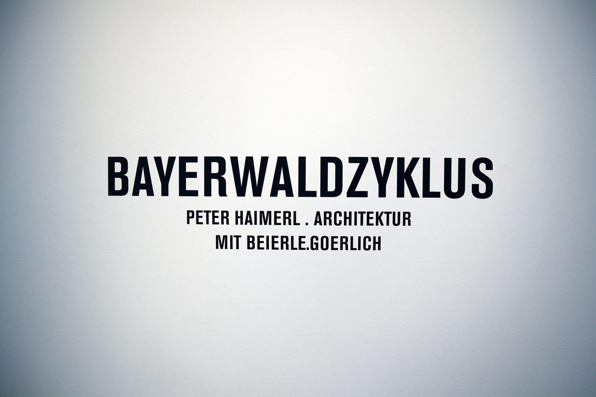 Bayerwaldzyklus Peter Haimerl. Architektur.. Die Ausstellung ist vom 09. März bis zum 07. Juli 2019 zu sehen und entstand zusammen mit den Fotokünstlern Jutta Görlich und Edward Beierle.