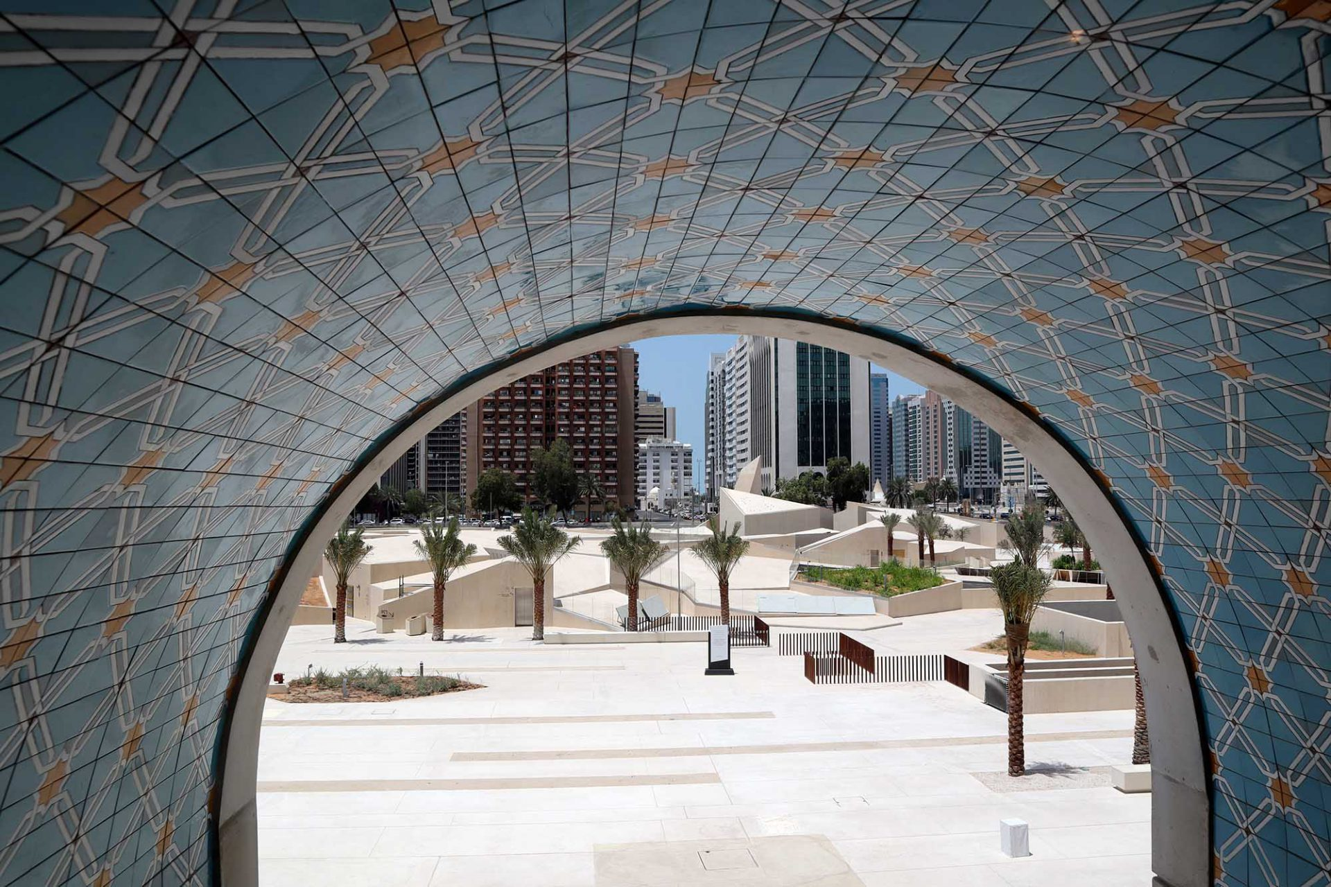 Park Qasr Al Hosn. Anstelle des Amphitheaters entstand eine abstrahierte Küstenlandschaft.