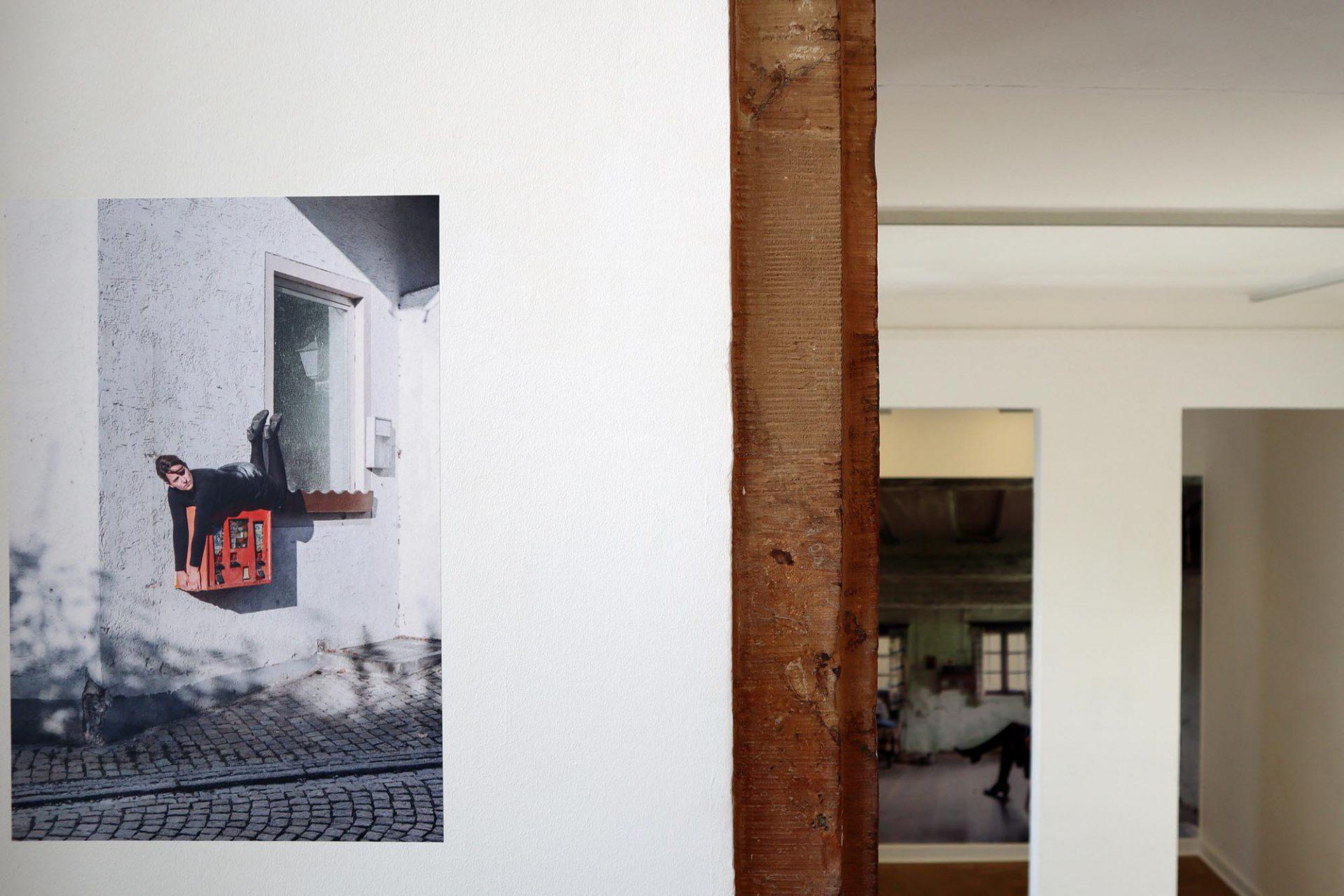 Bayerwaldzyklus Peter Haimerl. Architektur.. Die Ausstellung kommt ganz ohne Modelle und Zeichnungen aus, vermittelt aber dennoch überzeugend die Arbeitsweise Haimerls.