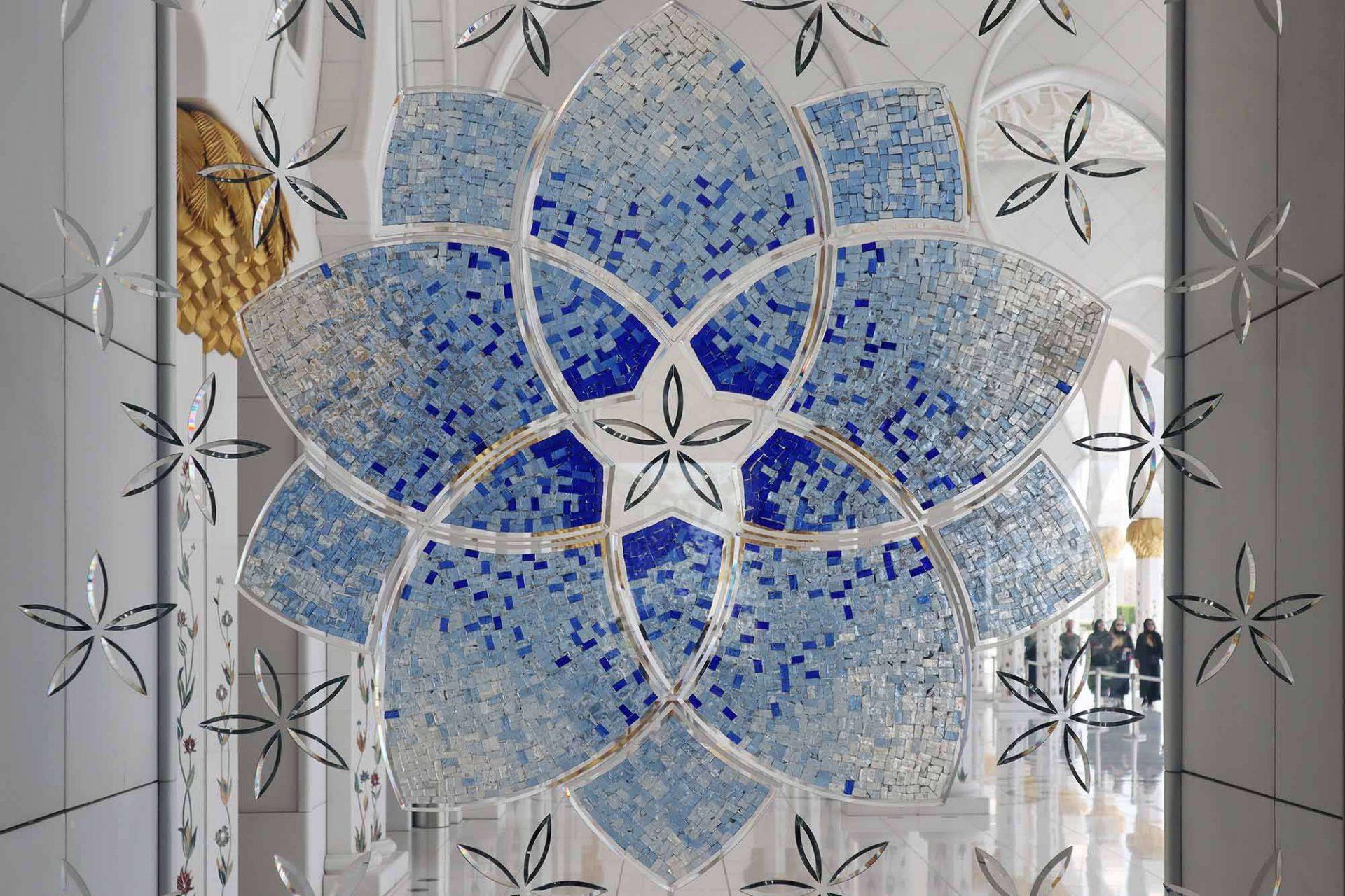 Scheich-Zayed-Moschee. Osmanisch inspirierte Ornamente und florale Motive