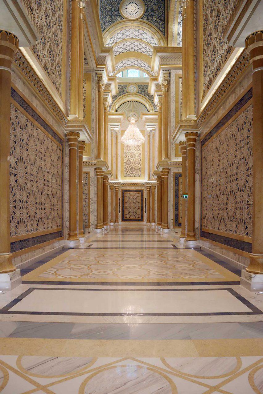 Qasr Al Watan. Der Präsidentenpalast ist Sitz des Kabinetts der Vereinigten Arabischen Emirate und des Obersten Gerichtshofs - der höchsten Verfassungsbehörde der Vereinigten Arabischen Emirate.
