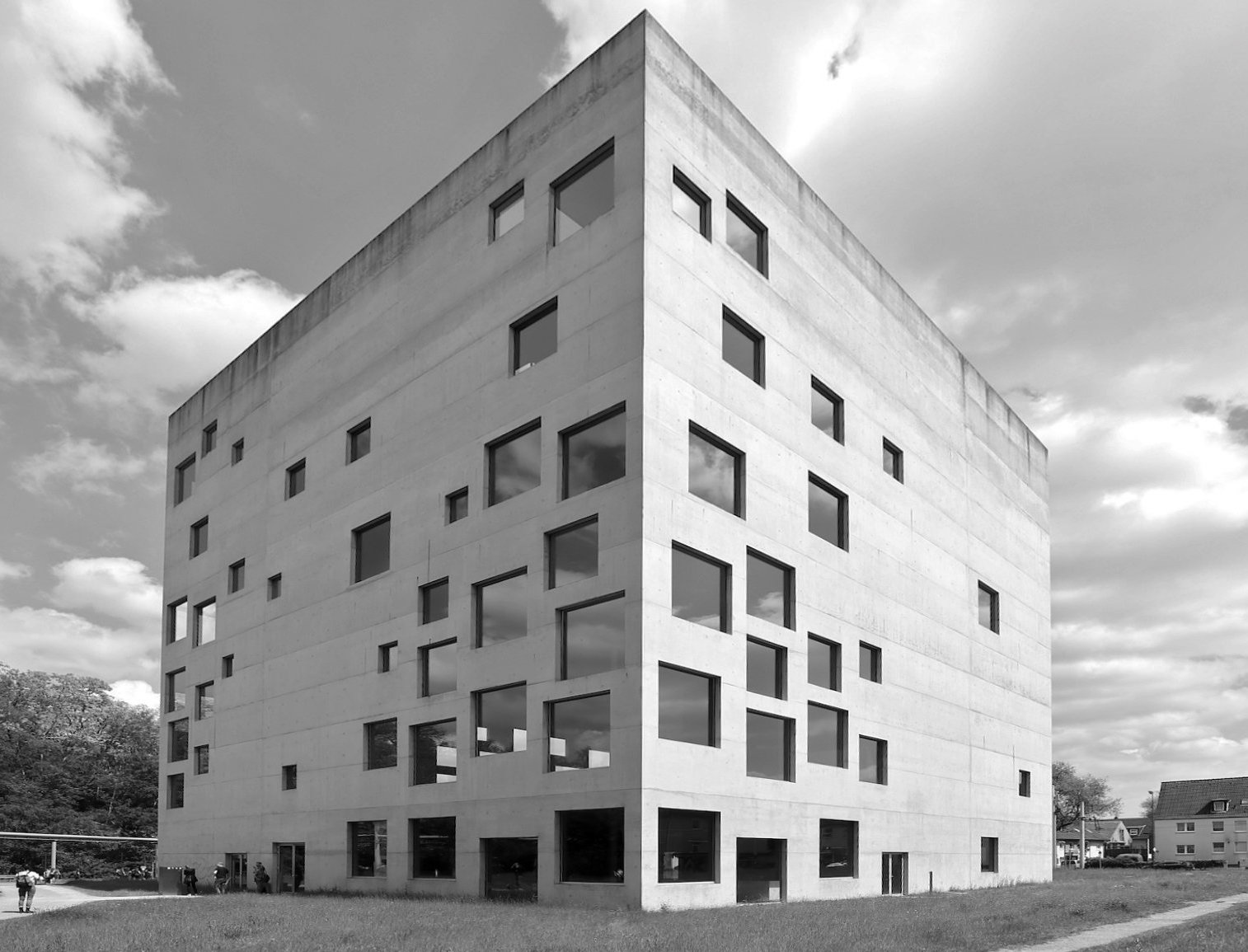 SANAA Gebäude. Entwurf: Sejima and Nishizawa and Associates (SANAA) mit den Architekten Nicole Berganski, Böll und Krabel. Fertigstellung: 2006.