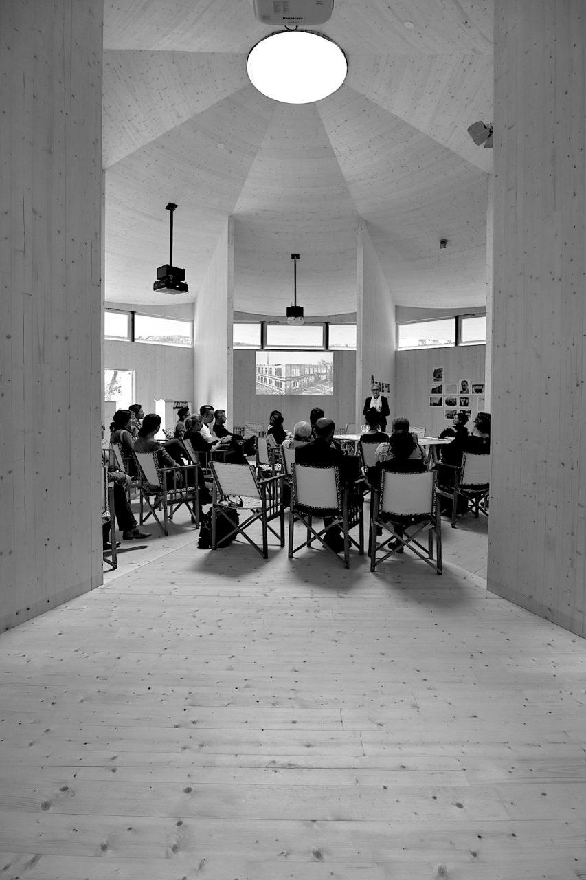 """Krefeld Pavillon. Die Ausstellung """"Bauhaus und Seidenindustrie"""" ist noch bis 27.10.2019 zu sehen."""