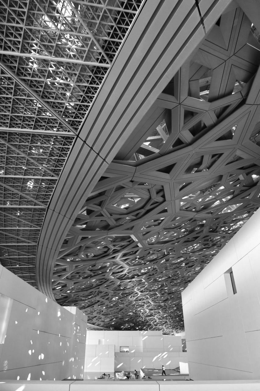 Louvre Abu Dhabi. DieKuppeldes Gebäudes hat einen Durchmesser von 180 Metern und ...