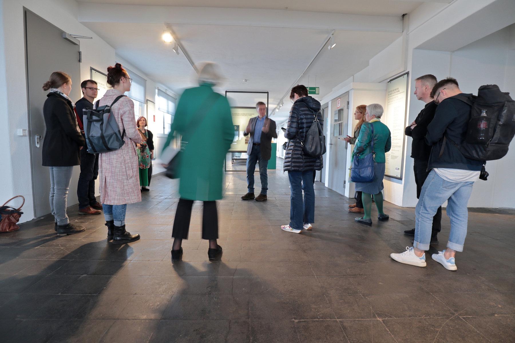 """LVR Industriemuseum Peter-Behrens-Bau. 1993 erwarb der Landschaftsverband Rheinland das Hauptlagerhaus, 1998 konnte das Museum eröffnet werden. In der Dauerausstellung """"Peter Behrens - Kunst und Technik""""."""