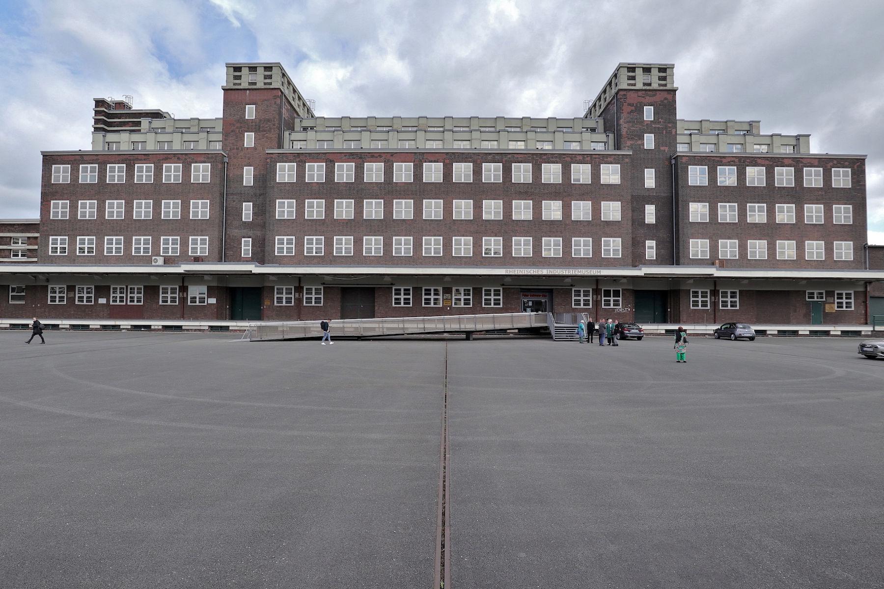 LVR Industriemuseum Peter-Behrens-Bau. Ehemalige Hauptlagerhaus des Gutehoffnungshütte-Konzerns GHH. Fertigstellung: 1925.