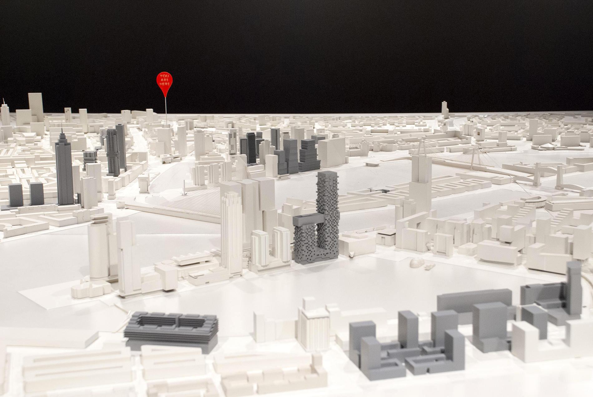 """Rotterdam. Das Modell der Stadt Rotterdam: die grauen Gebäude stehen für noch nicht realisierte Bauprojekte. Mittig zu sehen: """"Das Saxophon"""", ein weiterer Entwurf des renommierten Architekturbüros MVRDV für ihre Heimatstadt."""
