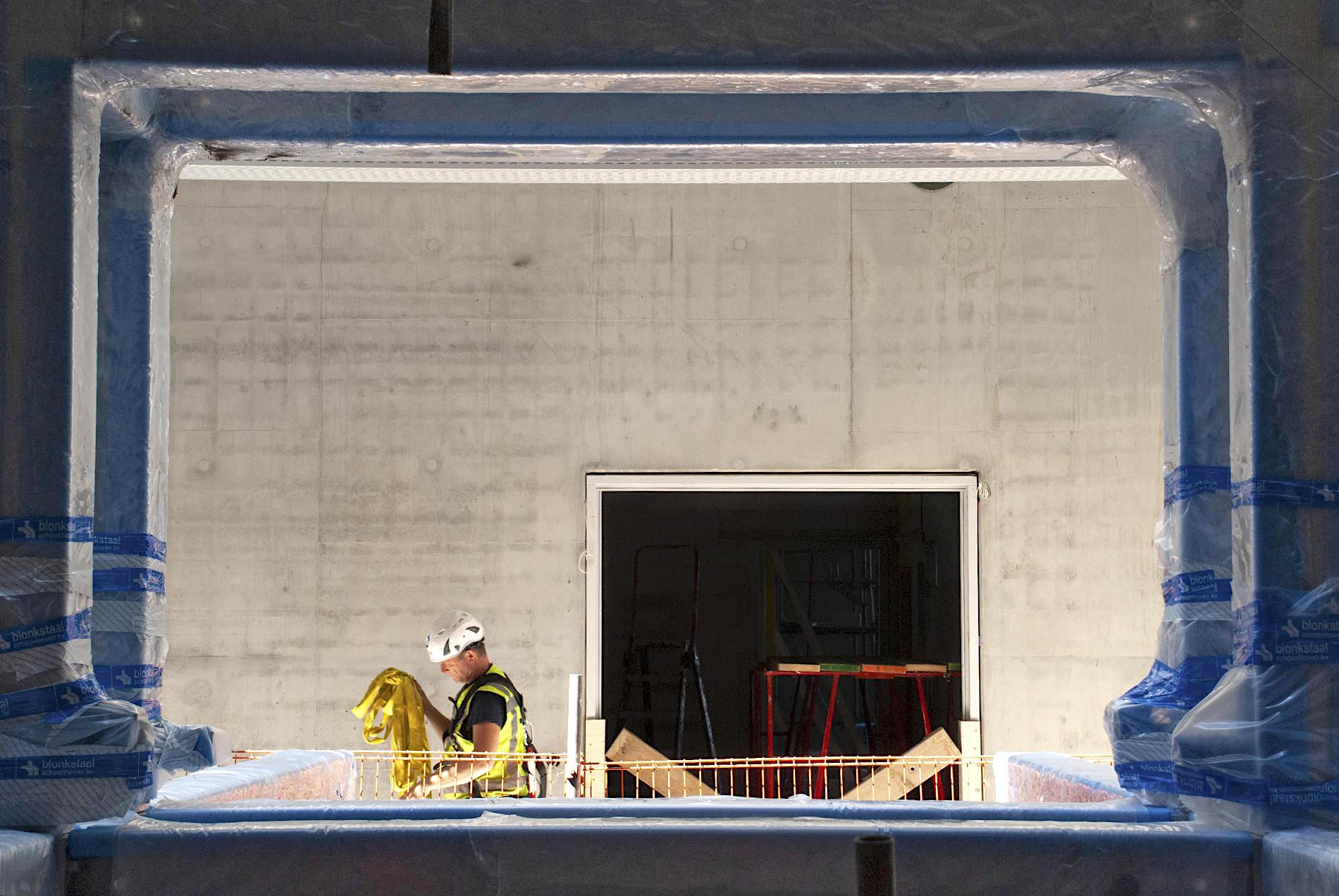 Depot Boijmans Van Beuningen. Das Stahlgerüst für die Vitrinenkonstruktion, erdacht von der Künstlerin Marieke van Diemen in Zusammenarbeit mit MVRDV, ist bereits an Ort und Stelle.