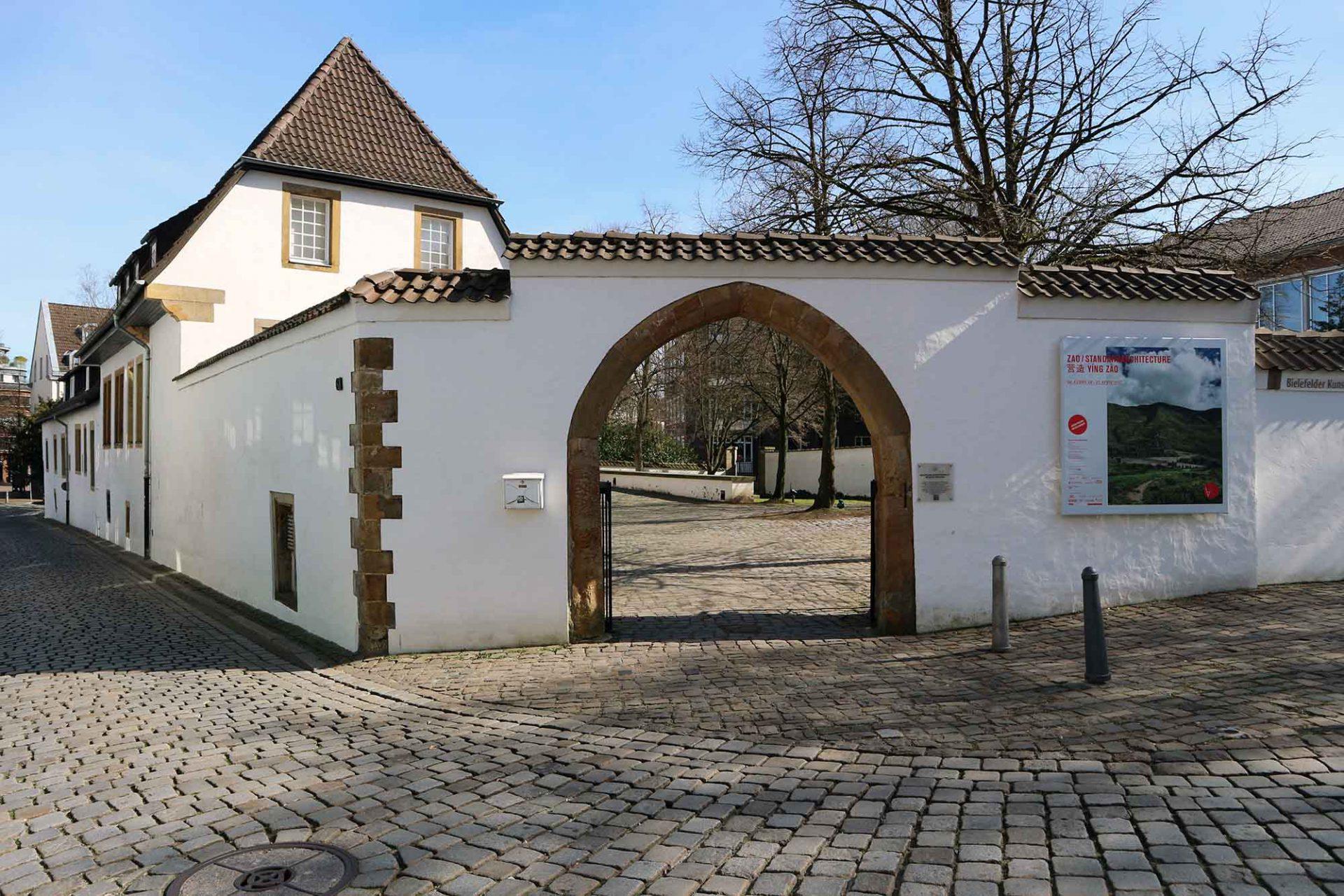 Bielefelder Kunstverein. Die Institution im Museum Waldhof ist eine der größten Kunstvereine des Landes und überzeugt immer wieder mit feinen Ausstellungen.
