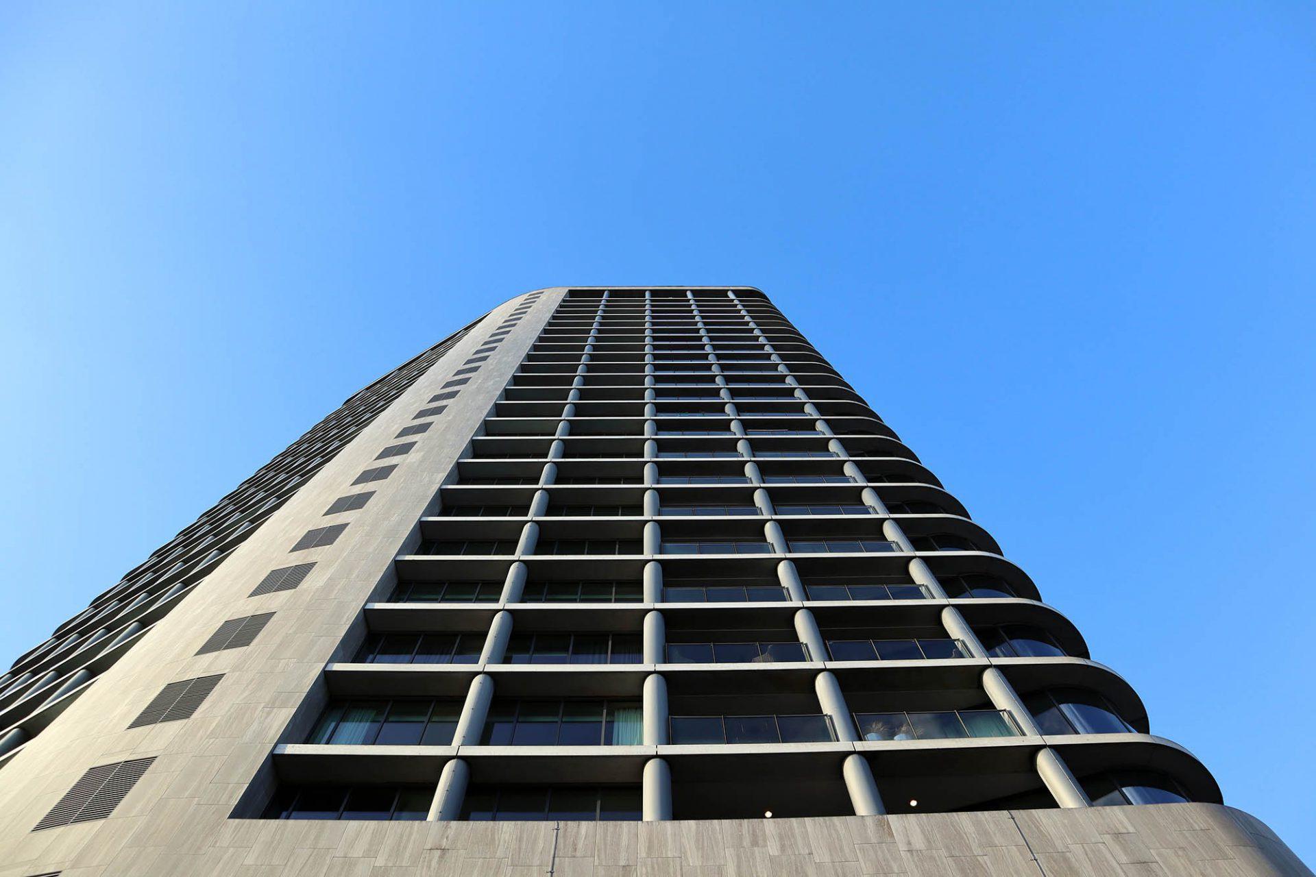 Vesteda –Turm. Der schlanke Turm des Niederländers Jo Coenen gehört zu den neuen Landmarken der Stadt.