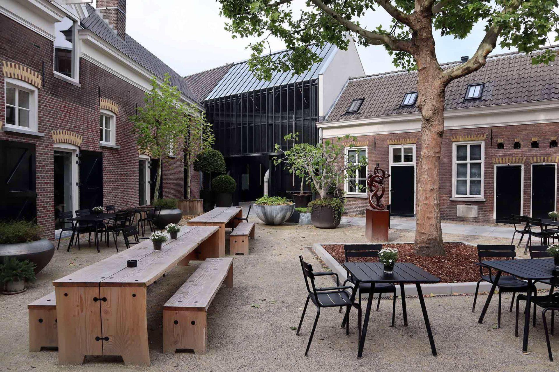 Kazerne. Ein Hybrid aus Galerie, Hotel und Restaurant ...