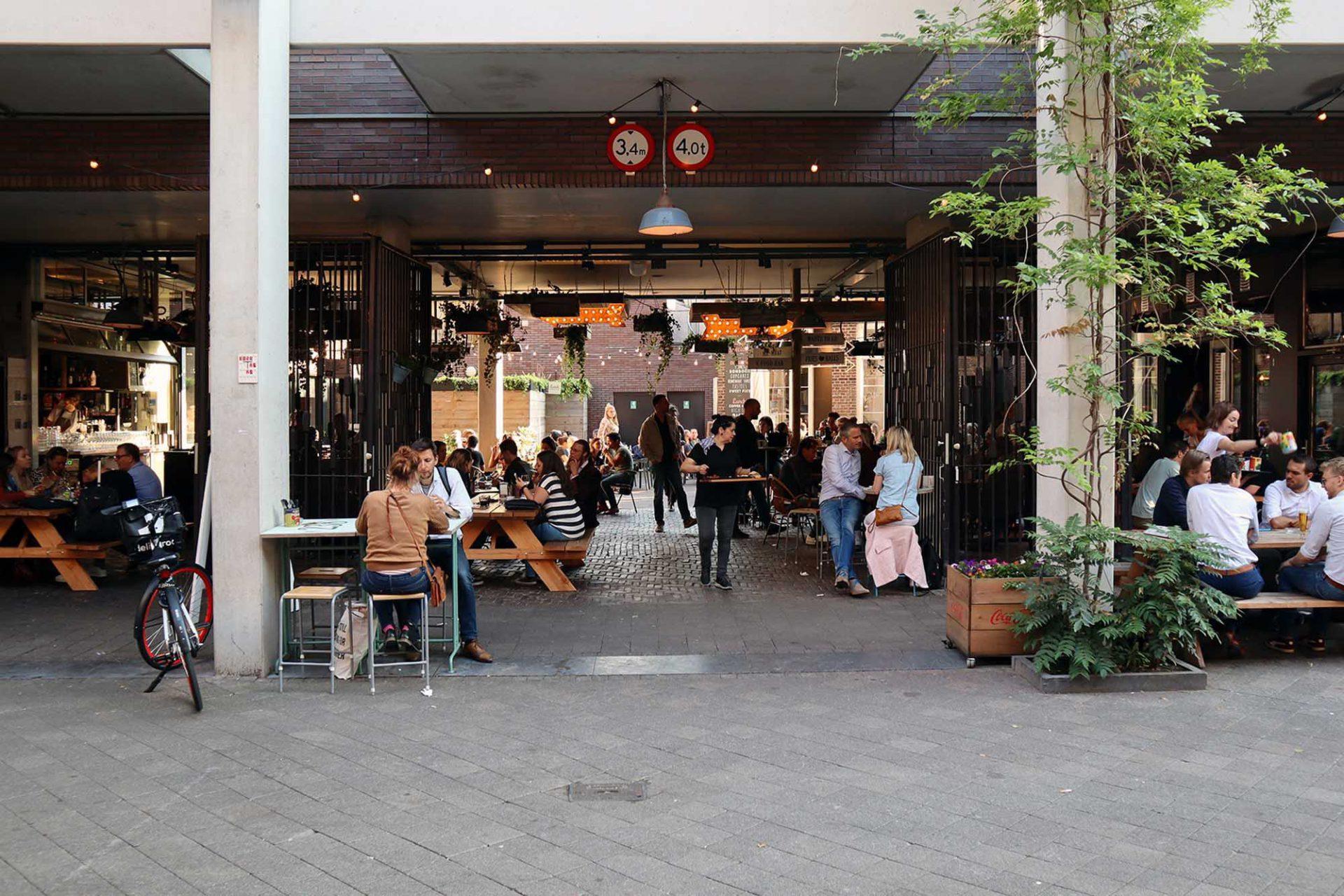 Down Town gourmet market. Die zukunftsorientierte Markthalle kommt mit dem Flair eines Street-Food-Festivals ...