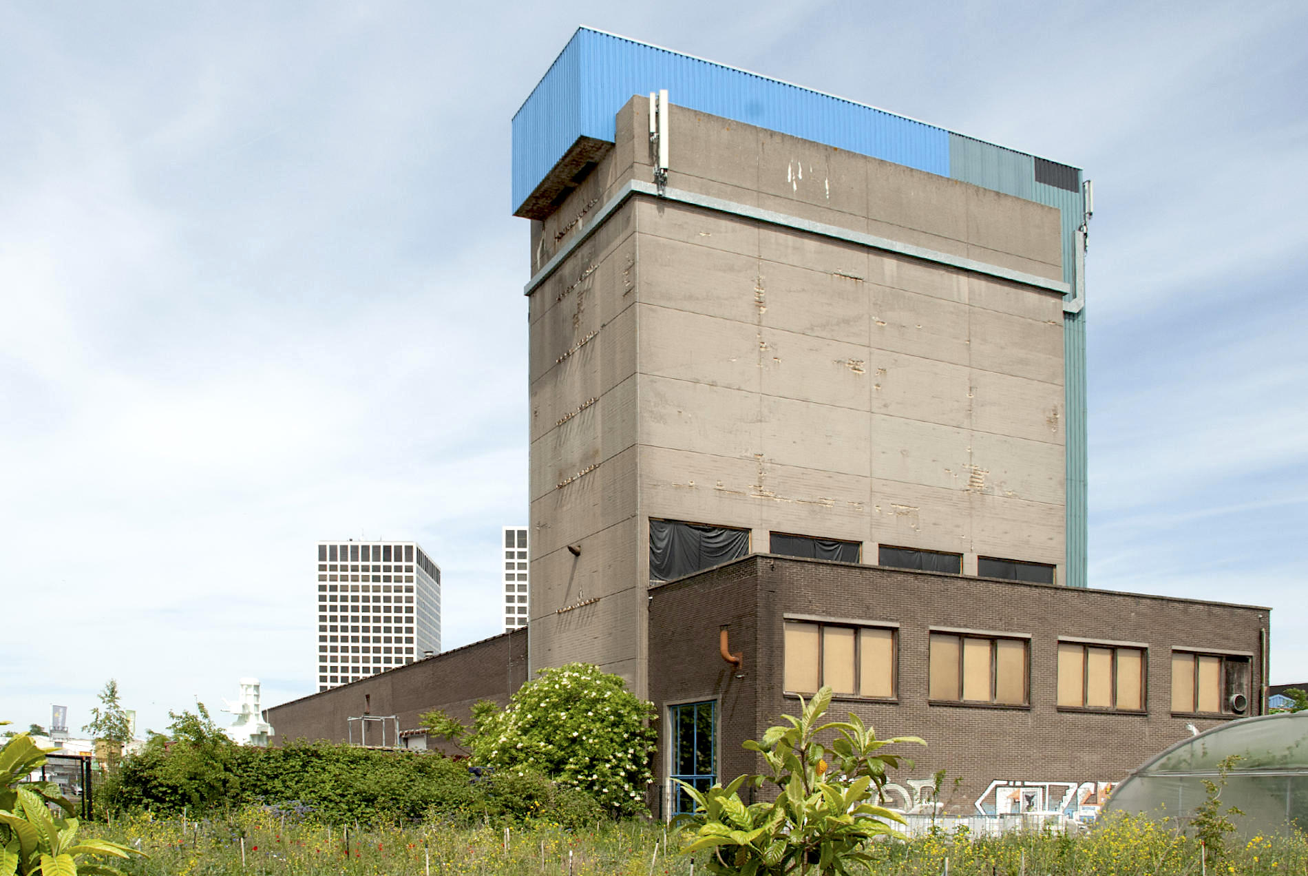 The Brutus. Ein altes Industriegebäude dient dem Atelier Van Lieshout als großzügige Werkstatt inklusive Ausstellungsfläche. Genau dieses Gebäude soll zum Komplex The Brutus erweitert werden.