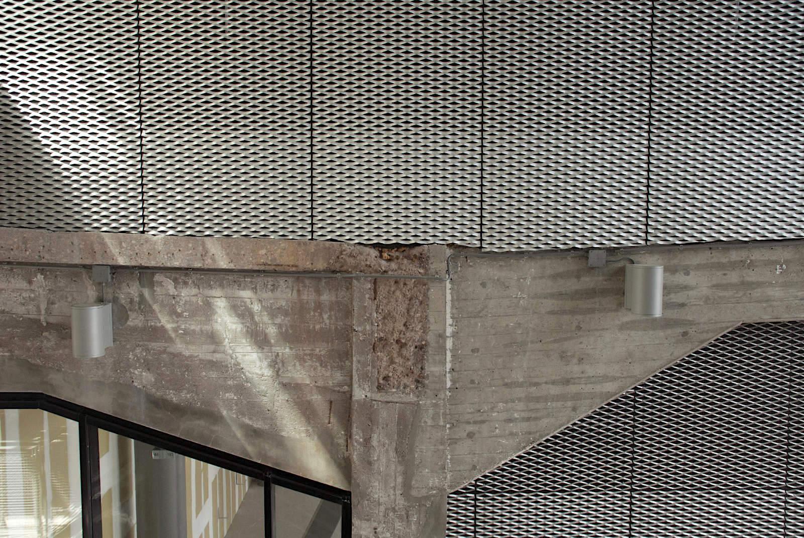 Fenix I. Altes wird mit Neuem verzahnt: hier trifft hundertjähriger Beton auf zeitgenössischen Stahl.