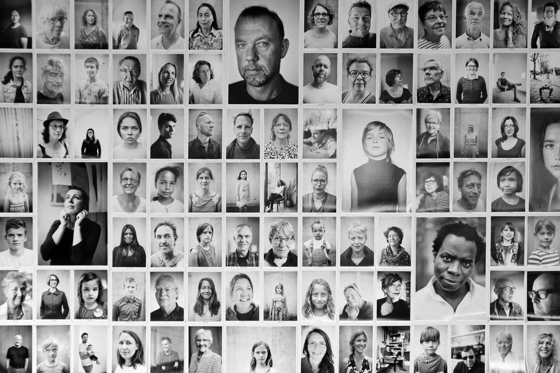 Wall of Fame. In ihrem Langzeit-Fotoprojekt portraitiert Gea Schenk Nachbarn des Wall House.