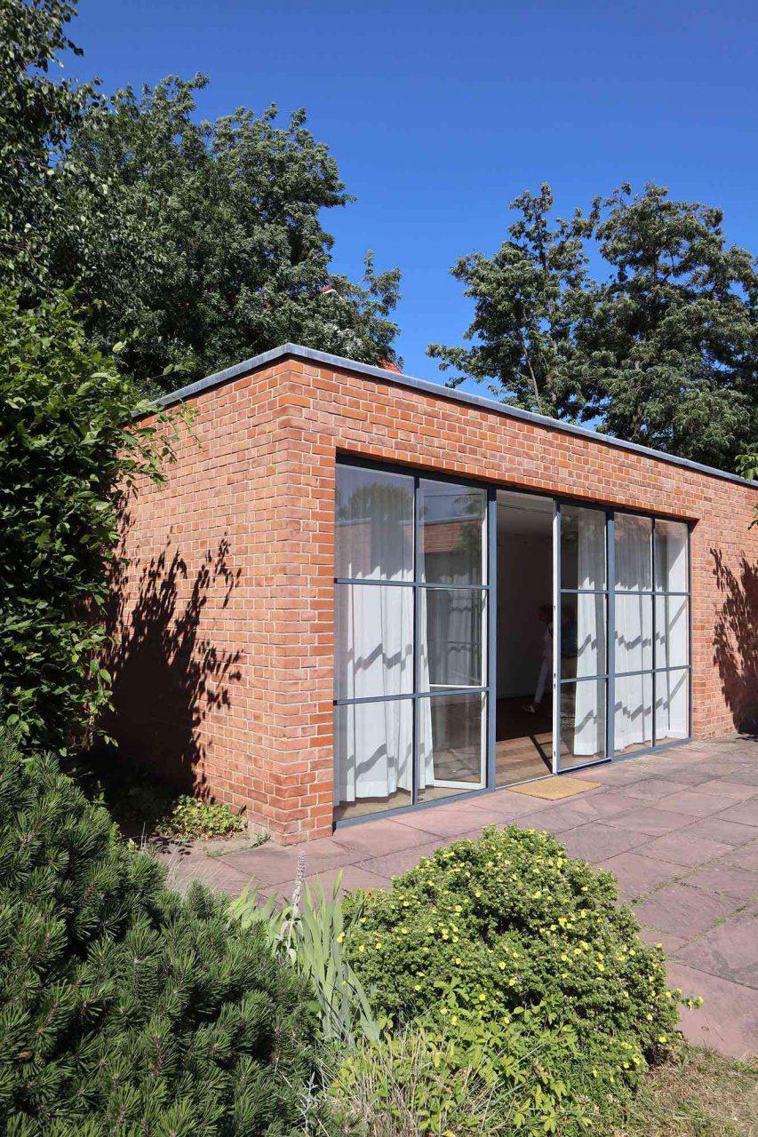 Mies van der Rohe Haus. Als Geschäftsmann nutzte Lemke sein Wohnhaus auch für repräsentative Zwecke wie z. B. für Empfänge auf der Terrasse.