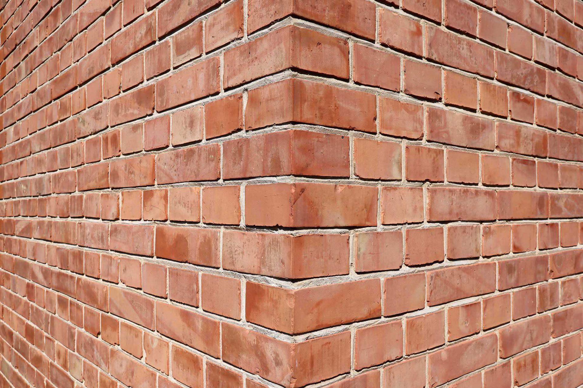 Mies van der Rohe Haus. Für die Oberfläche des Haus Lemke wählte Mies einen einfachen, rotbunten Ziegel, der stellvertretend für die minimalistischen Mittel steht mit denen der Architekt das Haus umsetzte.