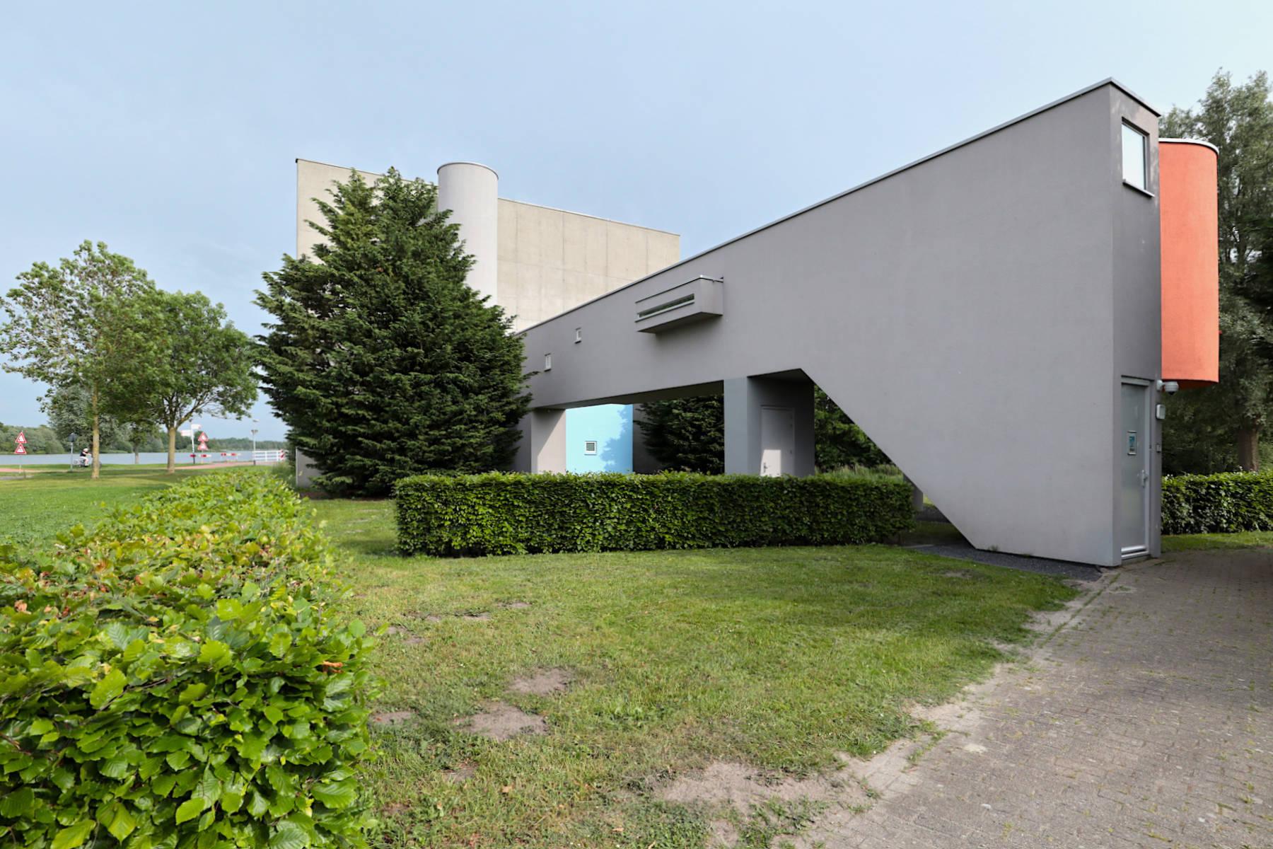Wall House #2. Ein Haus irgendwo zwischen kubistischer Malerei und surrealistischer Skulptur.