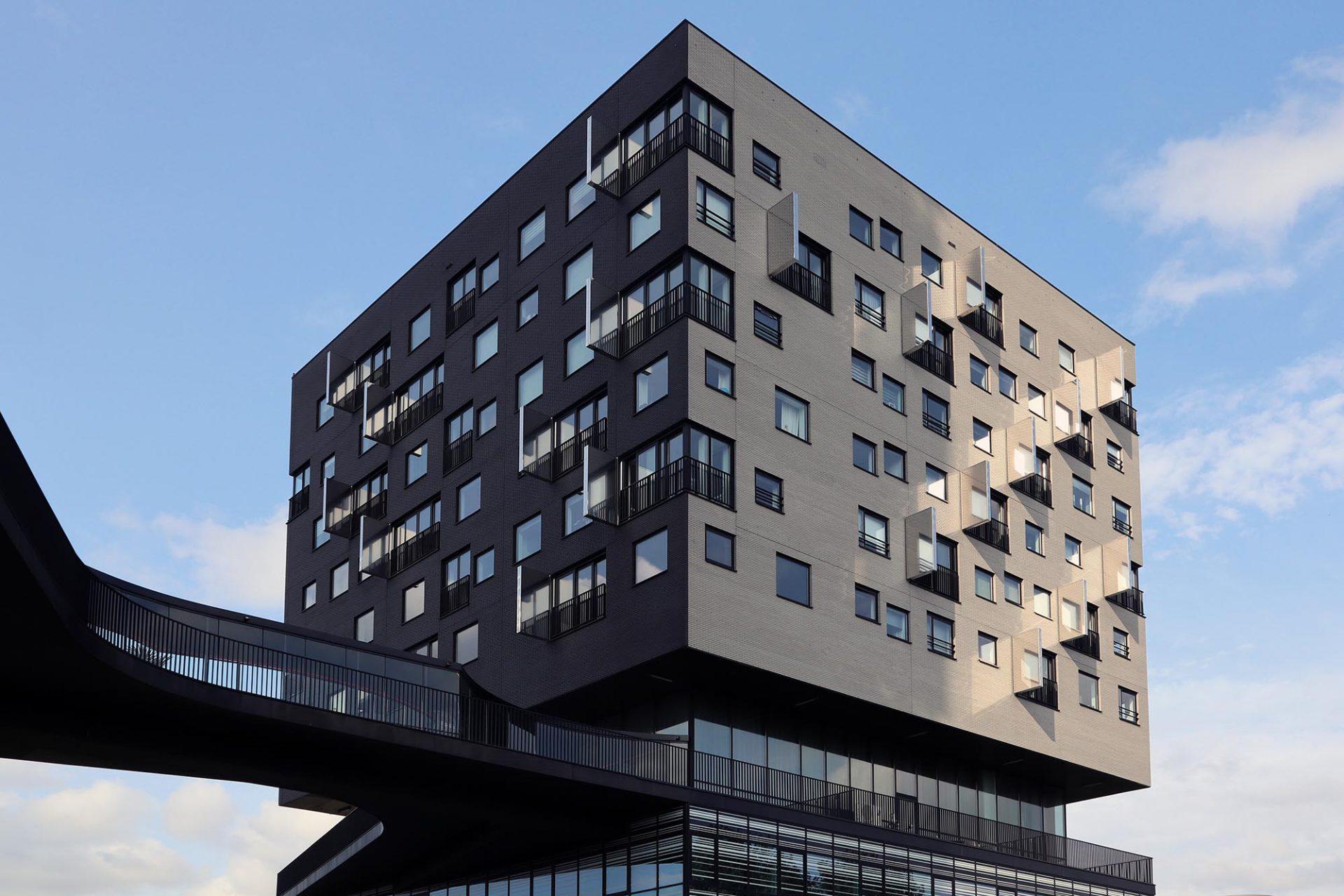 La Liberté. Dominique Perrault Architecture (mit Oving Architekten), 2012. Büros, einem Hotel und Sozialbauwohnungen.
