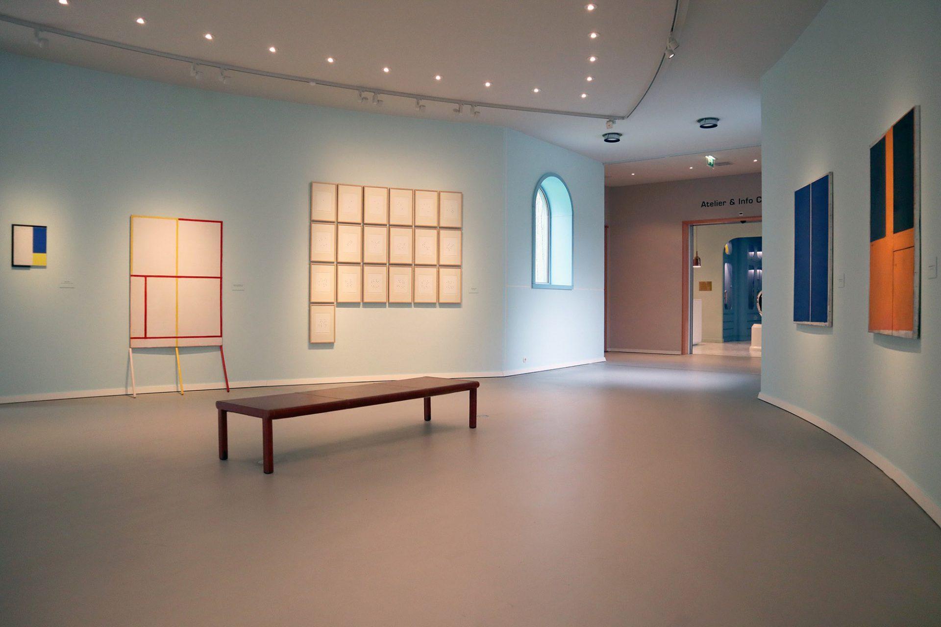 Groninger Museum. Das Museum zelebriert 2019 das 25jährige Bestehen des Mendini-de Lucchi-Starck, Coop Himmelb(l)au-Komplexes mit einem üppigen und teils spektakulären Programm. Darunter eine eigens für das Museum entwickelte Arbeit des Künstlers Daan Roosegaarde.
